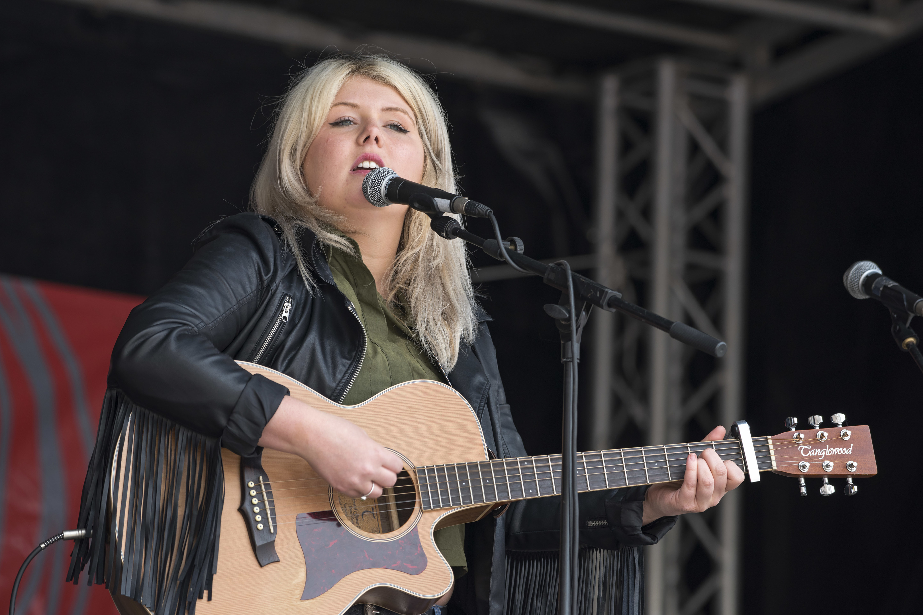 Courtney Elena on the High Street Stage in 2016