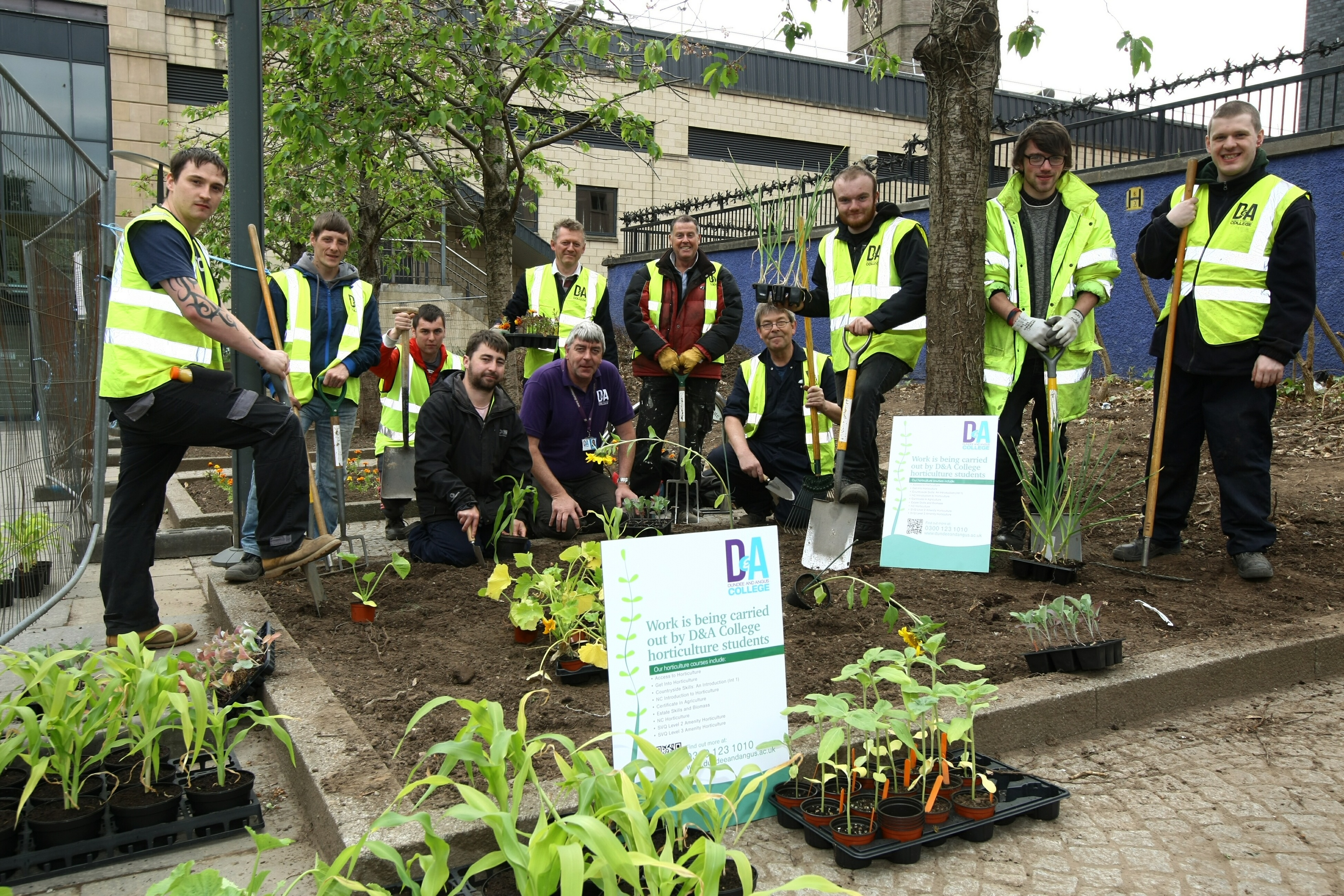 Level 4 Horticultural students from Dundee & Angus College, with Course Leader Gregor McGillivray.