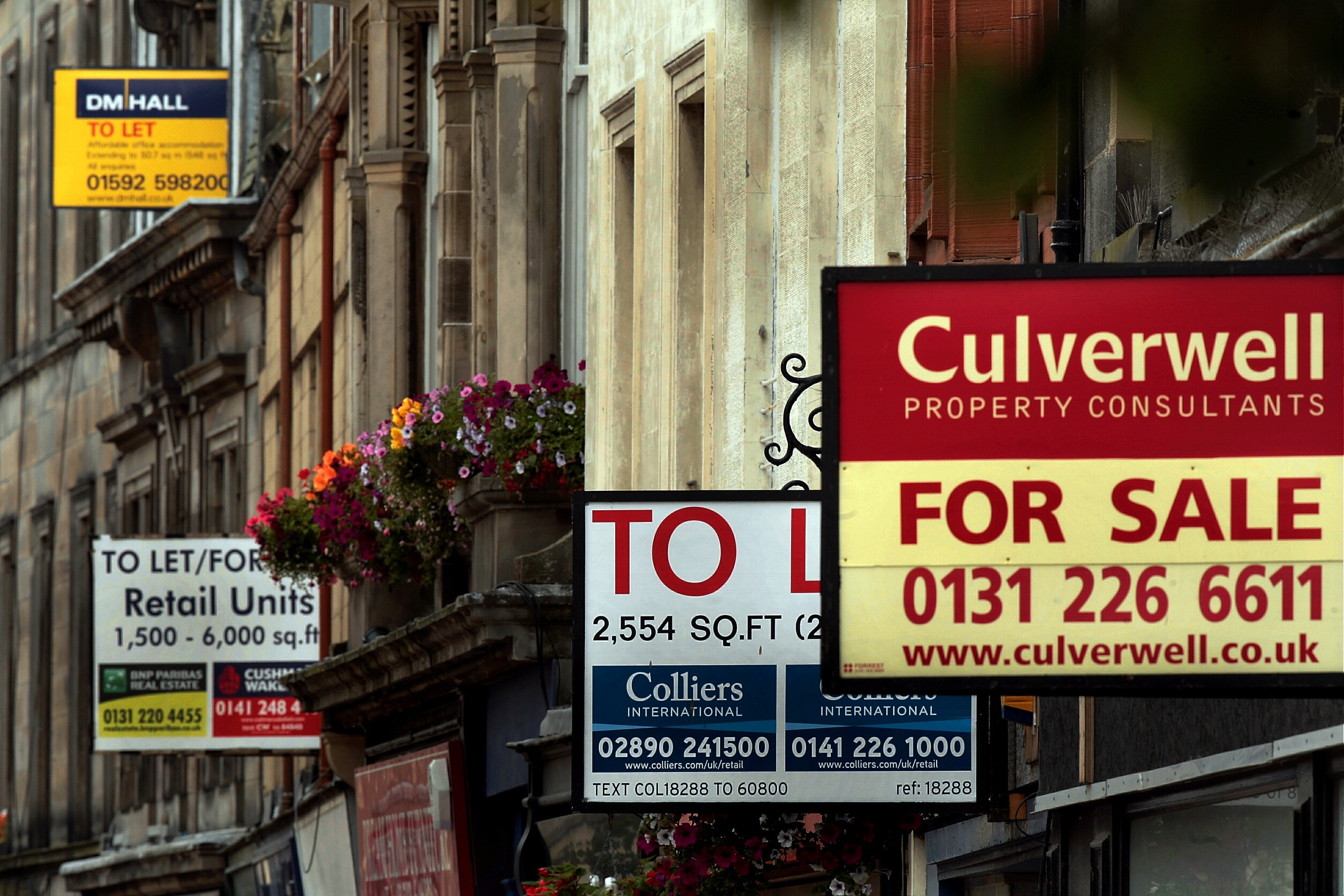 To Let and For Sale signs in Kirkcaldy High Street in 2013