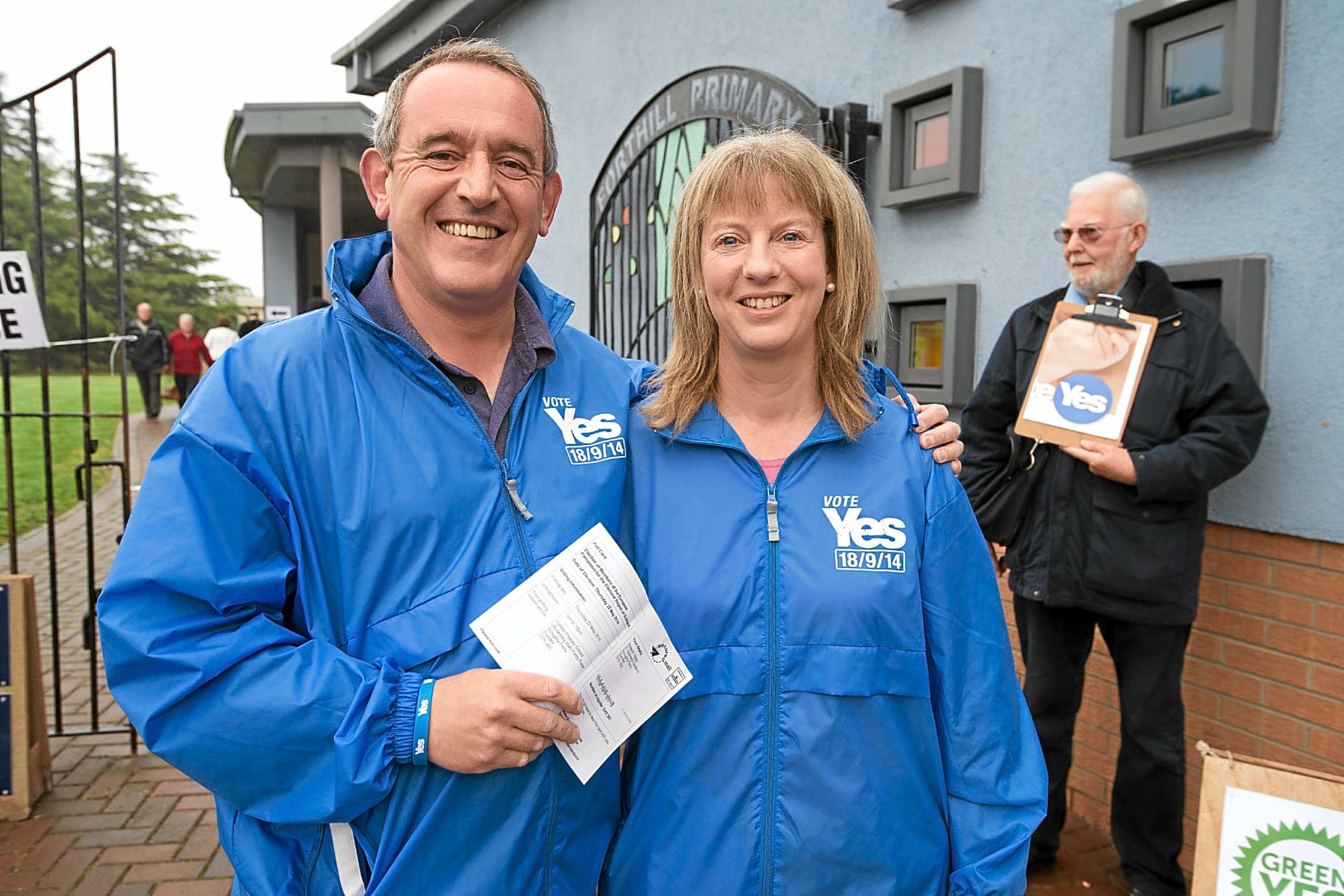 Stewart Hosie and Shona Robison in Broughty Ferry during the Scottish independence vote.