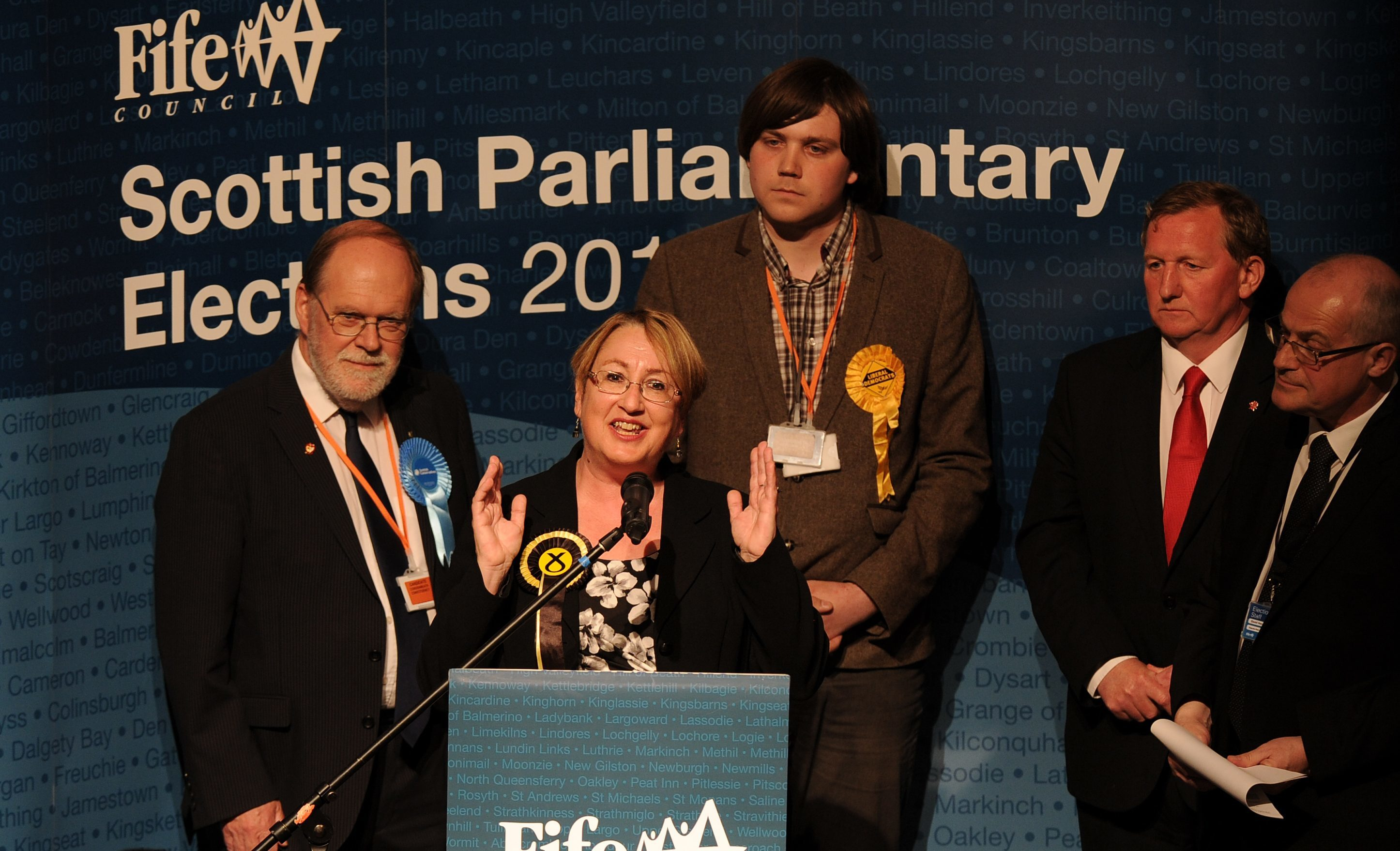 Annabelle Ewing of the SNP claimed the Cowdenbeath seat from Labour's Alex Rowley.