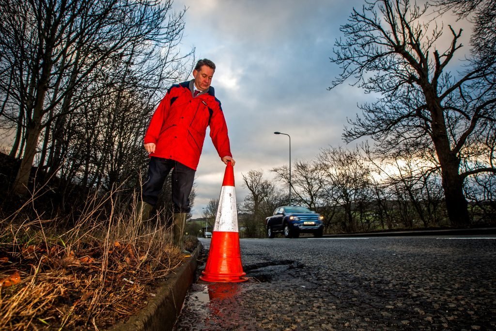 Murdo Fraser highlights pothole issues on the A85 near Perth