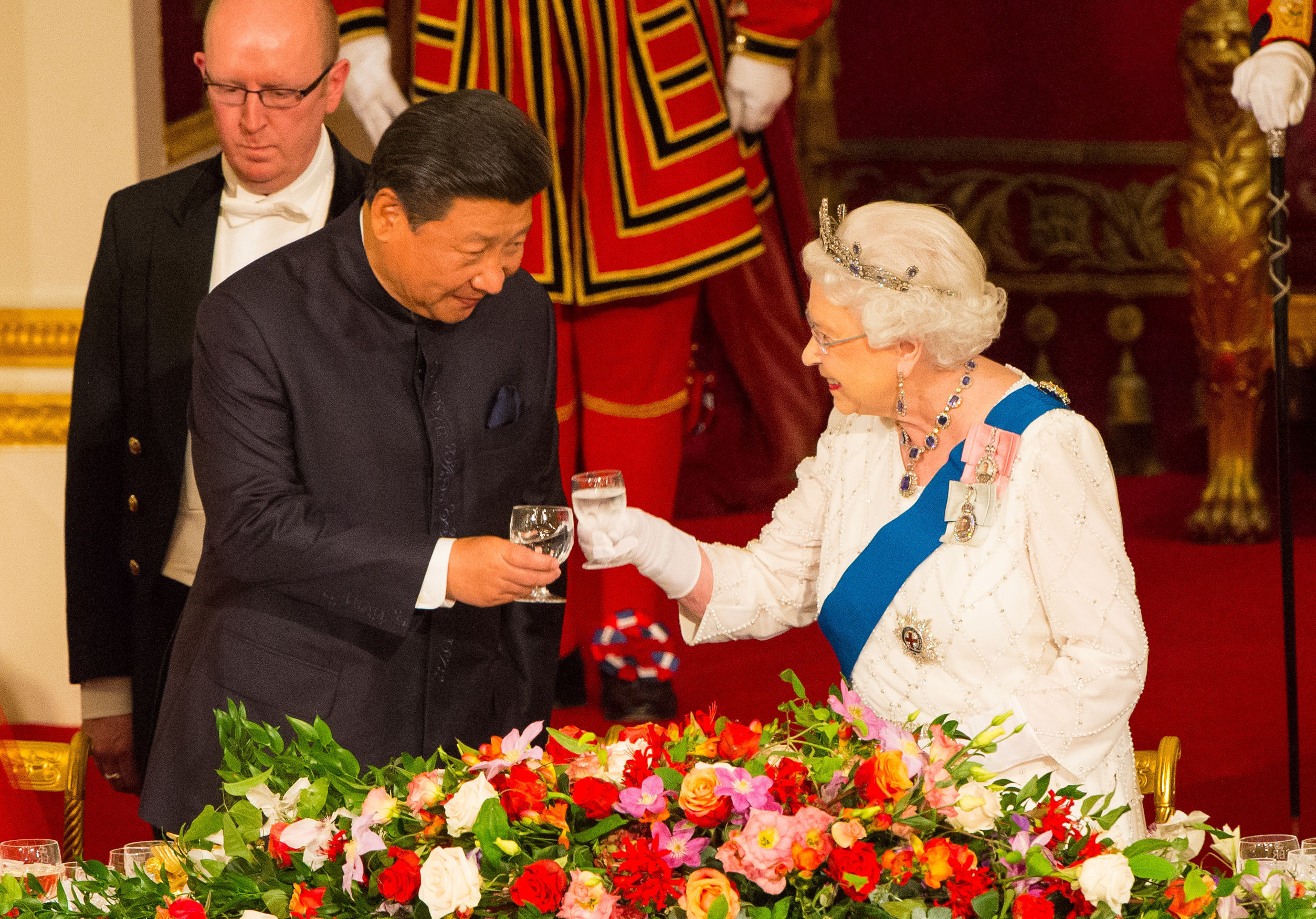 Chinese President Xi Jinping with Queen Elizabeth II at a state banquet at Buckingham Palace.