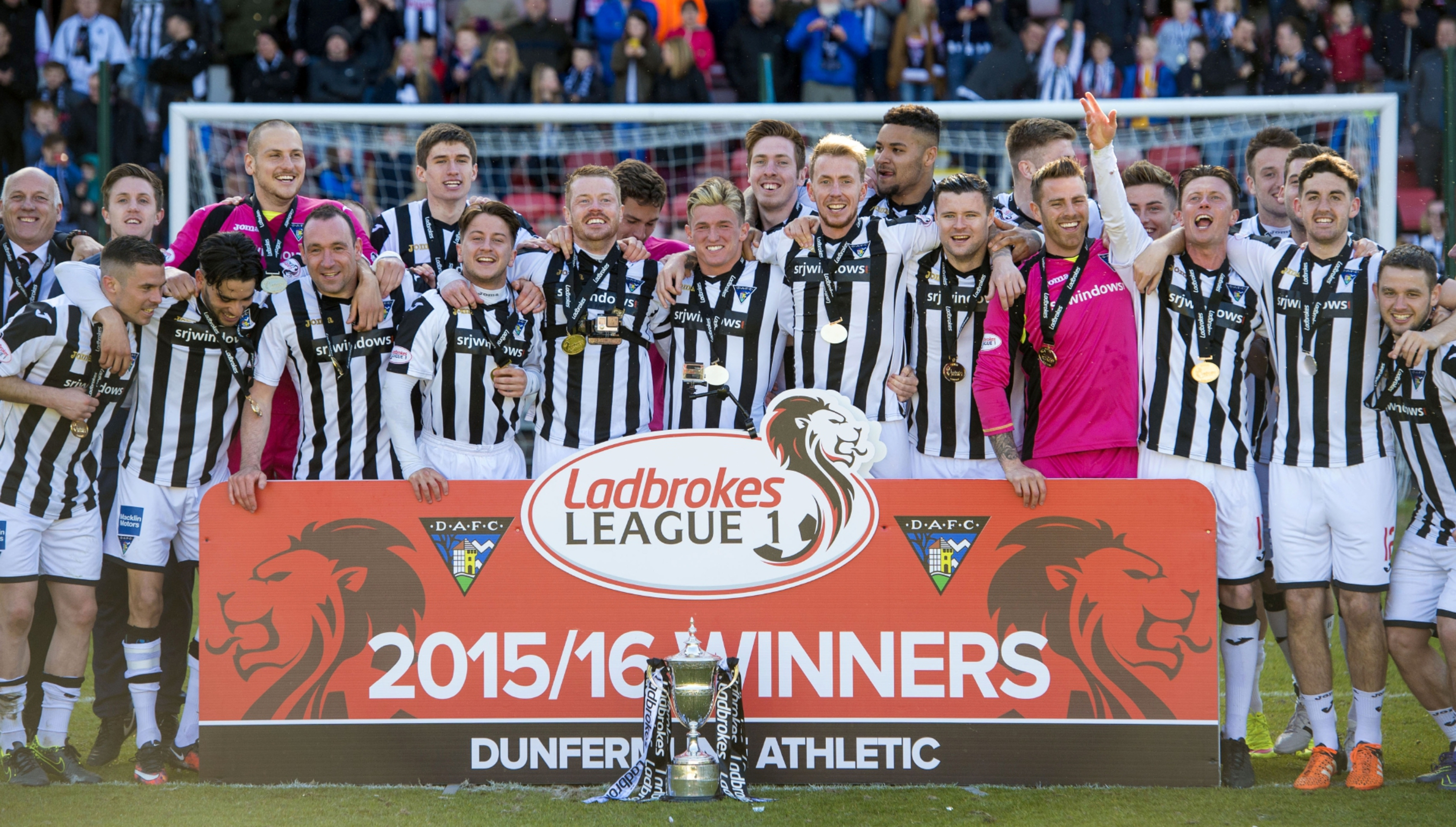 Dunfermline celebrate winning the Ladbrokes League One title