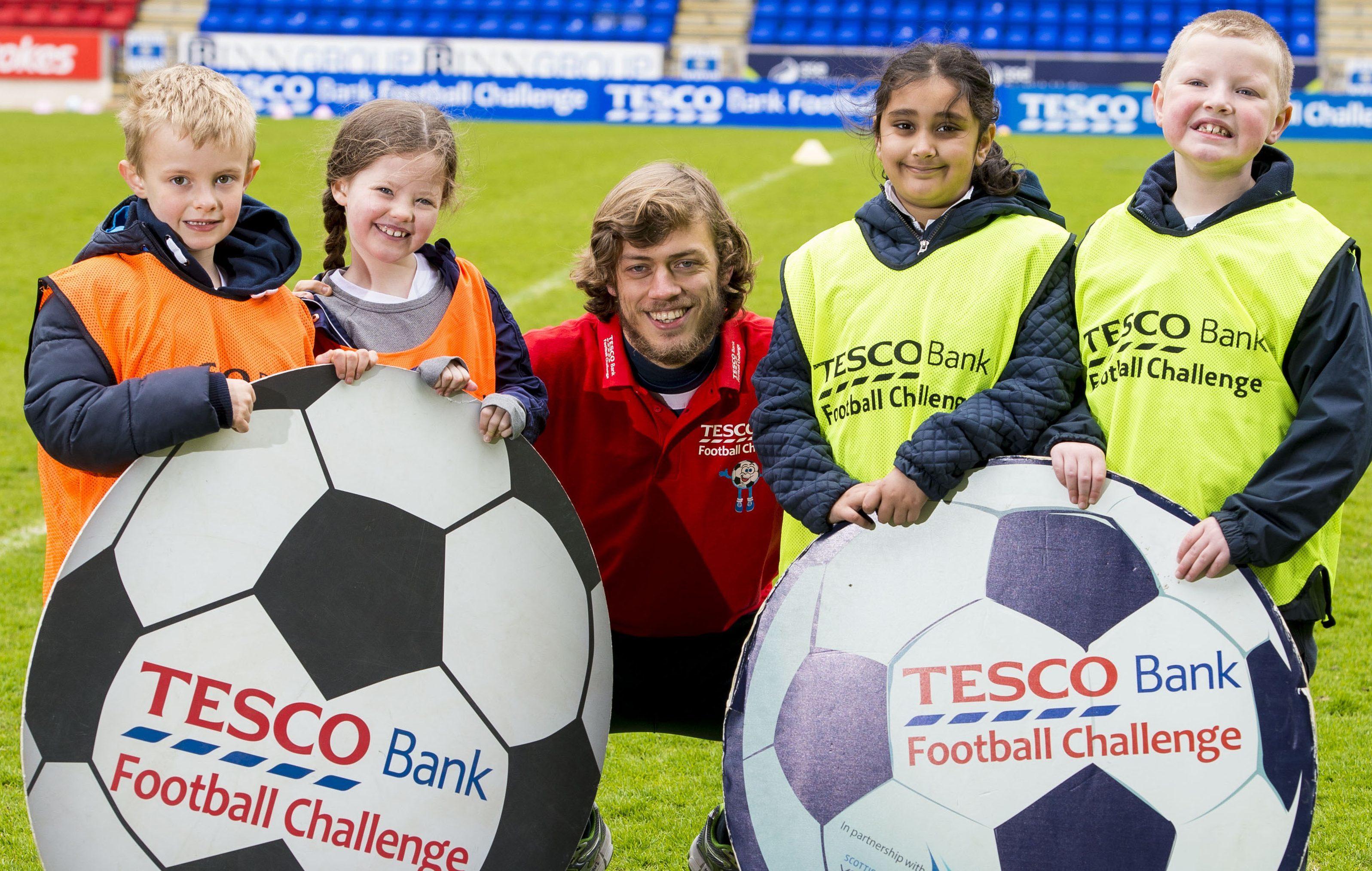 St Johnstone's Murray Davidson (centre) joins Sam Adams, Ava Simmie, Aisha Rifan and Angus Davison to promote the Tesco Bank Football Festival.