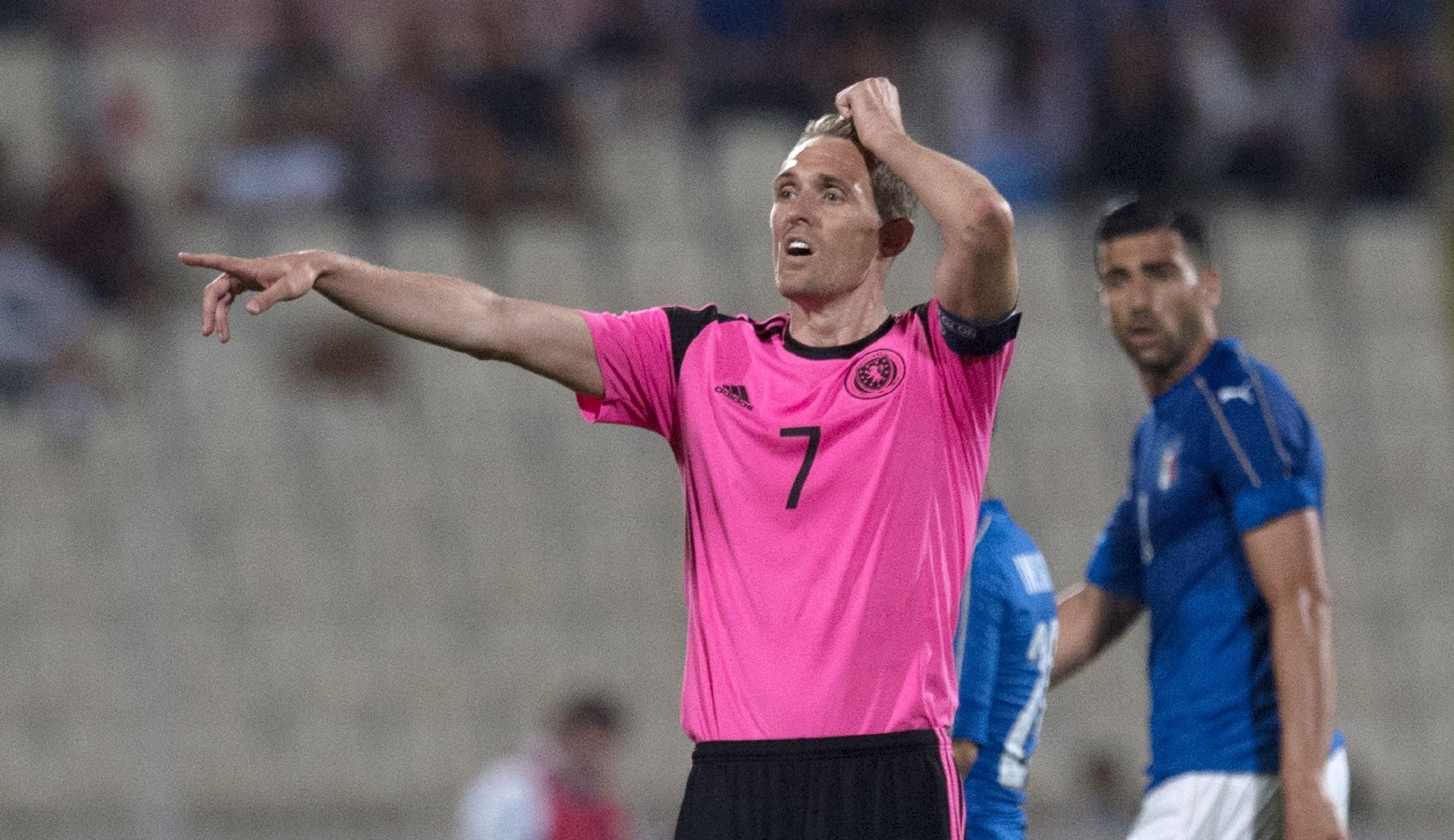 Darren Fletcher issues instructions during the Italy match.