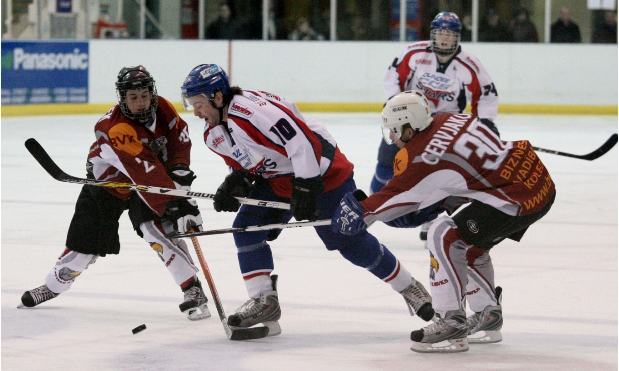 Barry Carnegie (centre) in action for the Dundee Stars in 2007.