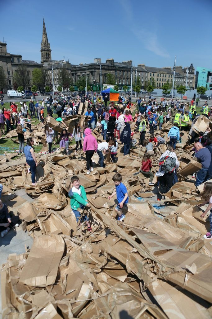 Hundreds of kids were only too happy to help trample the arch's remains.
