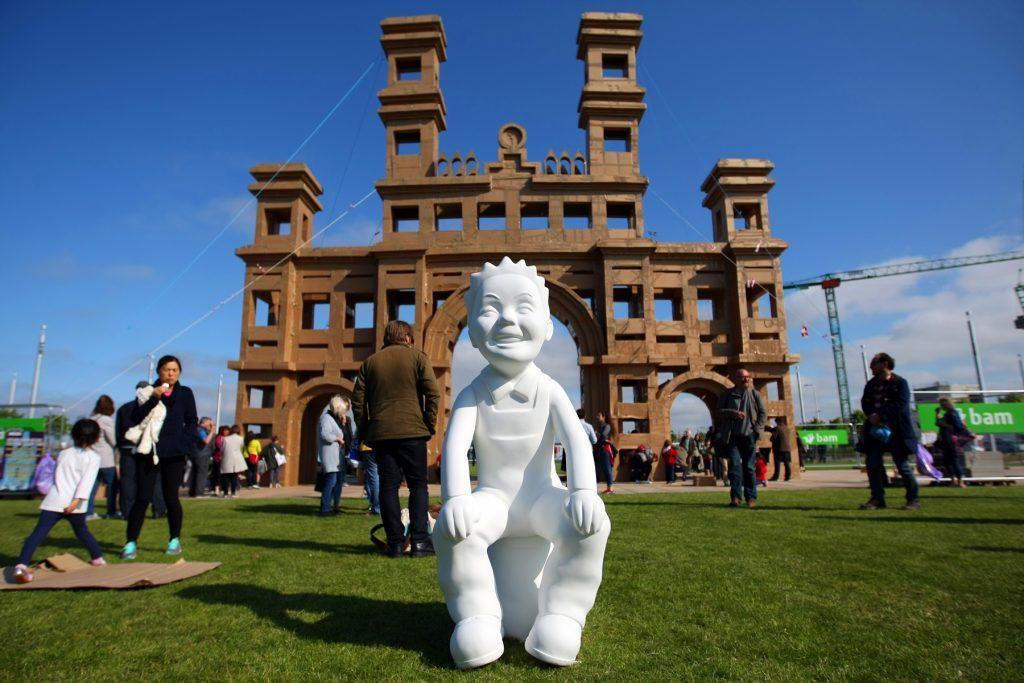 A surprise visitor comes to inspect the final result of the Royal Arch People's Tower project.