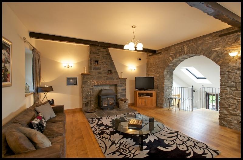 Accommodation www.RobMcDougall.com 07856222103 info@robmcdougall.com