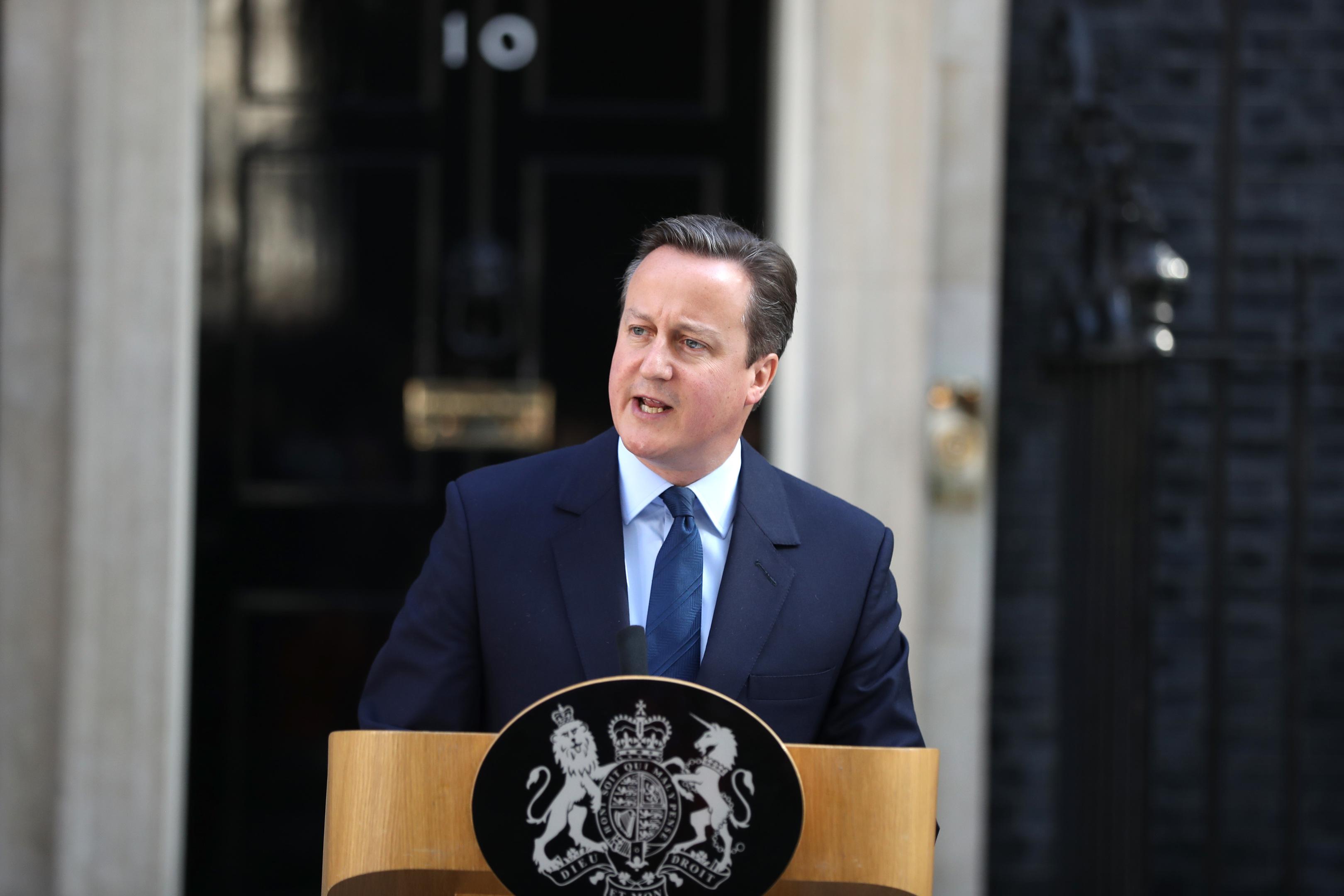 David Cameron announces his resignation.