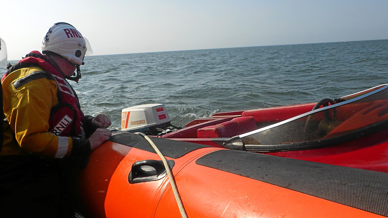 Broken down speedboat under tow by Kinghorn RNLI