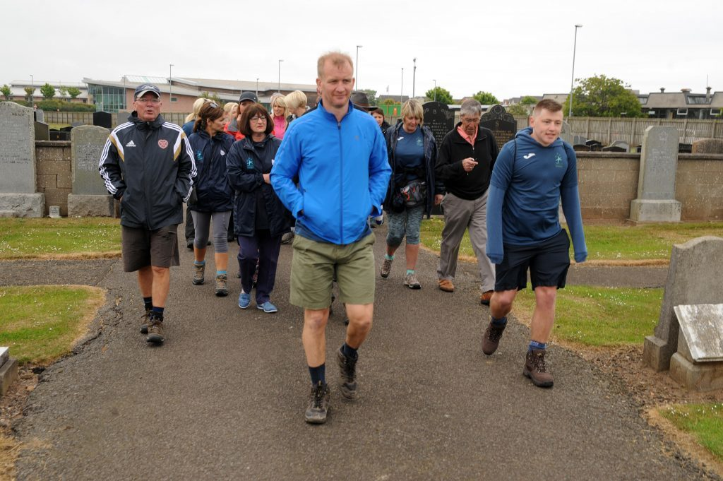 The walkers set off.