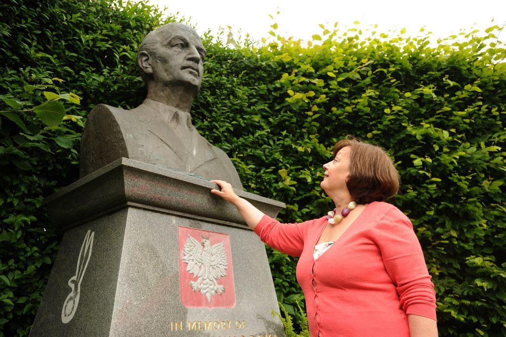 Violeta Llendo studies the statue of WWII Polish General Sikorski at Kinburn Park, St Andrews