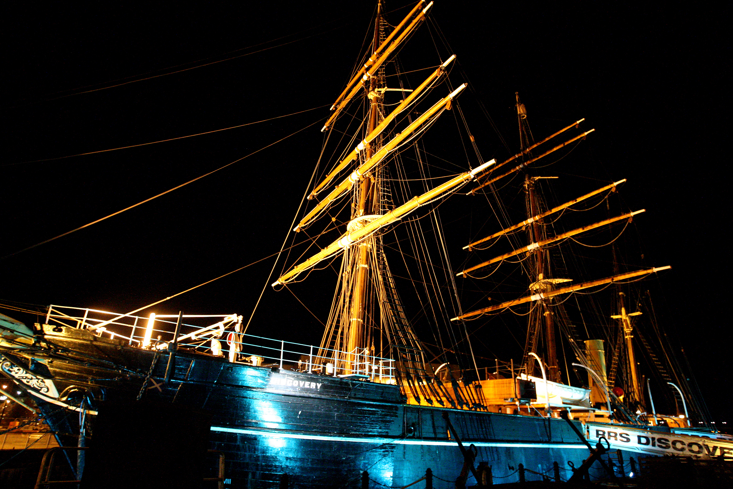 How the RRS Discovery has looked at night in days gone by.