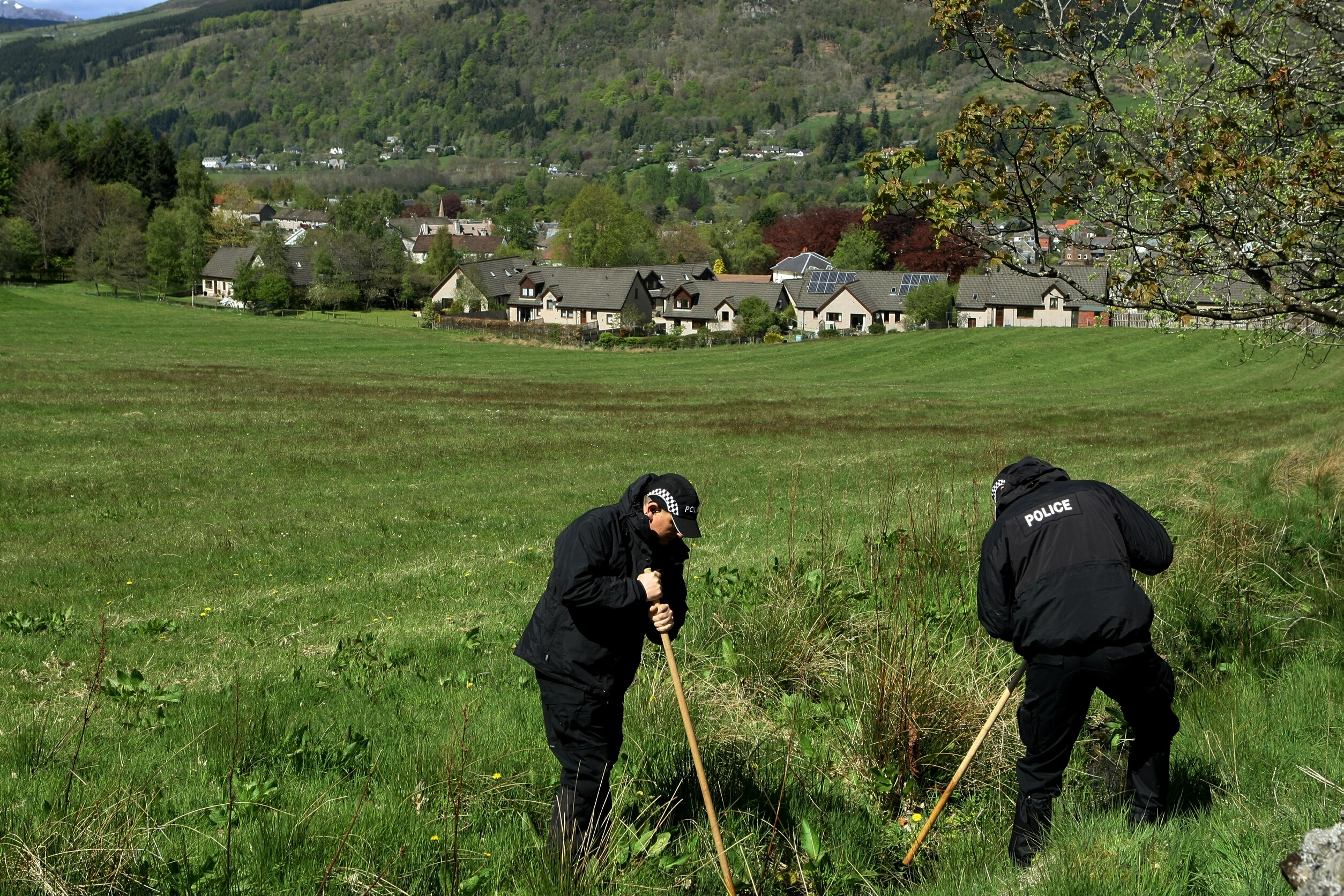 COURIER, DOUGIE NICOLSON, 19/05/15, NEWS. SEARCH FOR SUSAN McLEAN, ABERFELDY. Pic shows Police searching fields above Aberfeldy today, Tuesday 19th May 2015. Story by Perth office.