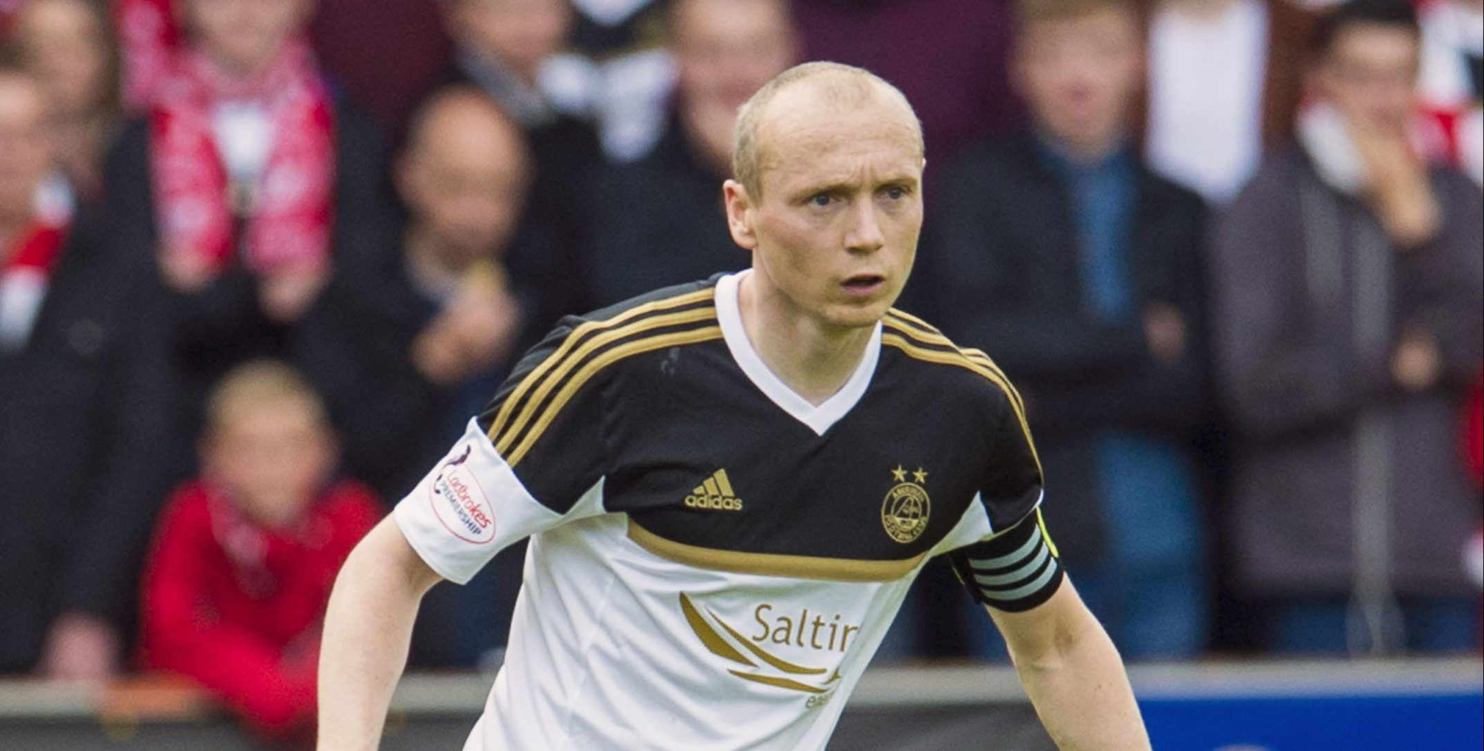 Willo Flood has signed from Aberdeen.