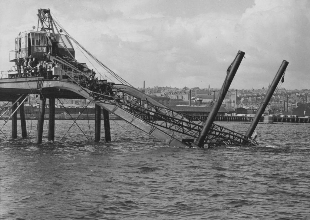 Crane collapse during Tay Road Bridge construction