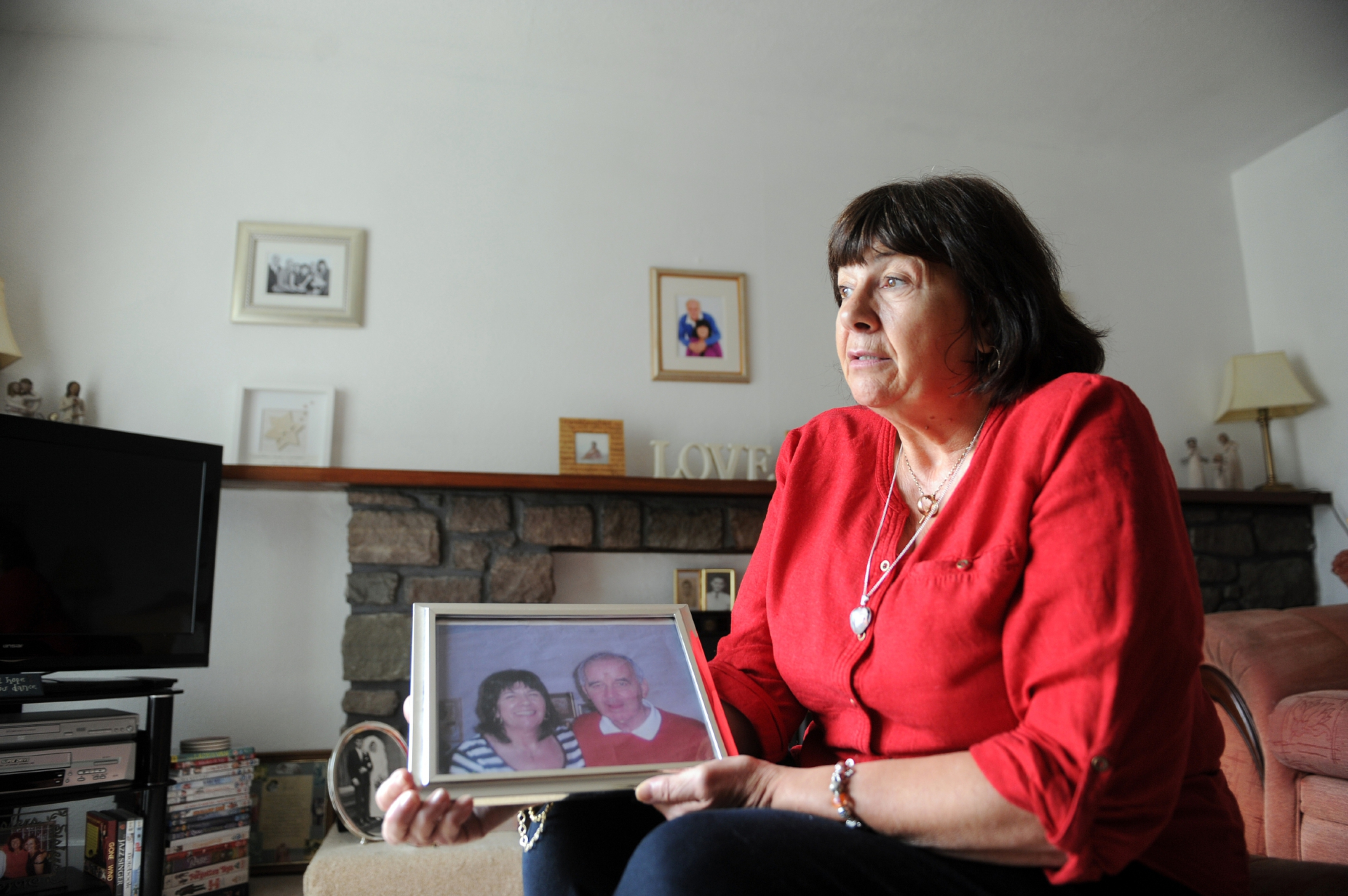 Amanda Kopel at home in Kirriemuir with a treasured photograph.