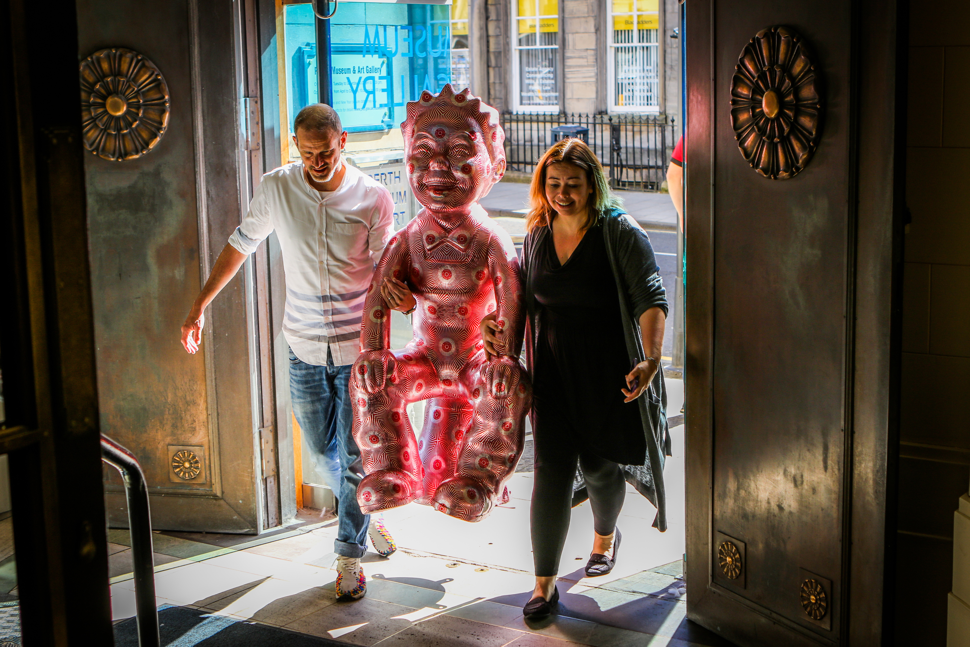 Perth Musuem and Art Gallery receive Oor Wullie statues as part of the extended Bucket Trail.