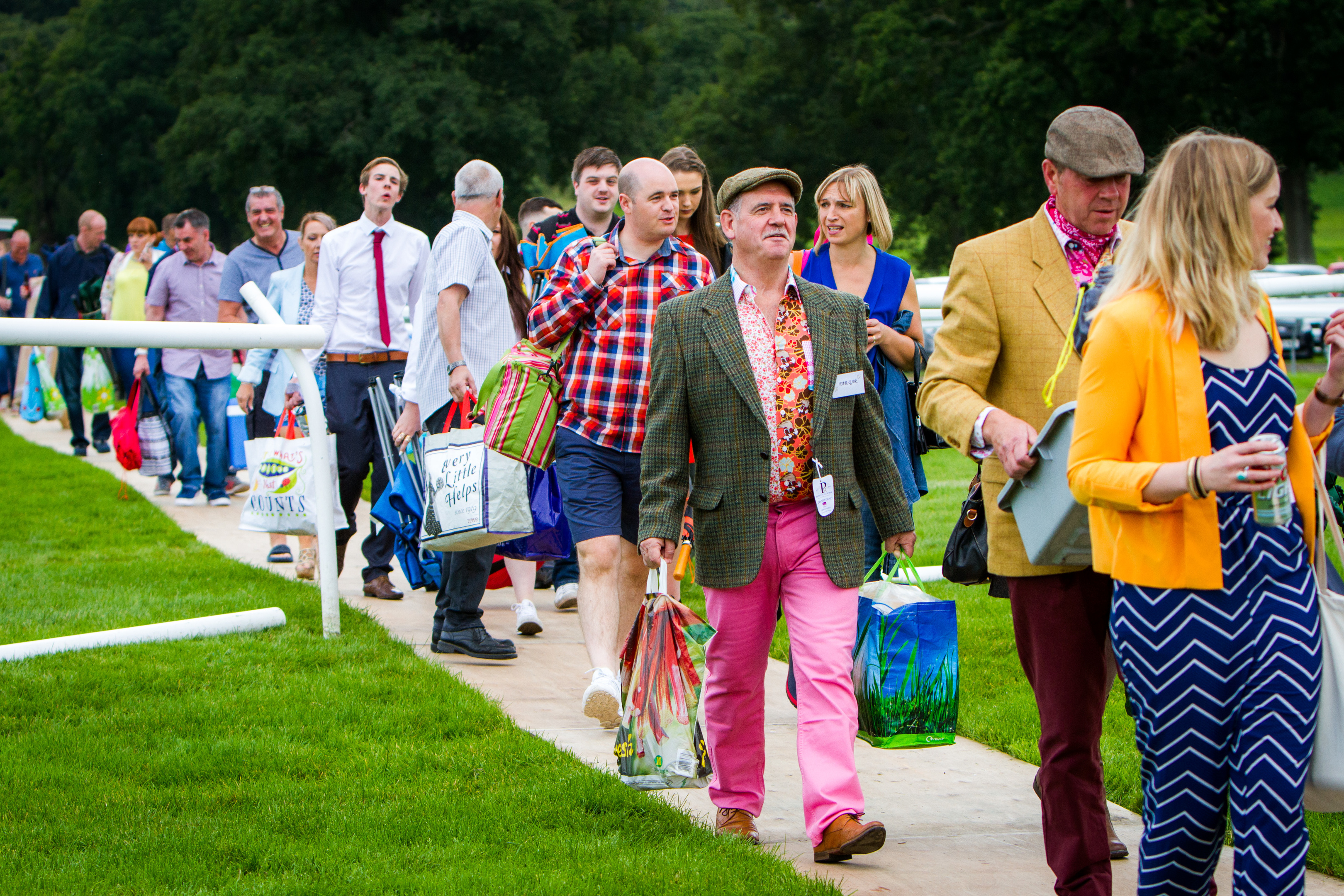 Courier News - Perth - Jamie Buchan Story. Spirit of Rio event as Carnival Raceday hits the Racecourse in Perth featuring music, dancing and racing. Picture shows crowds arriving at the racecourse. Perth Racecourse, off Isla Road, Perth. Saturday 20th August 2016.