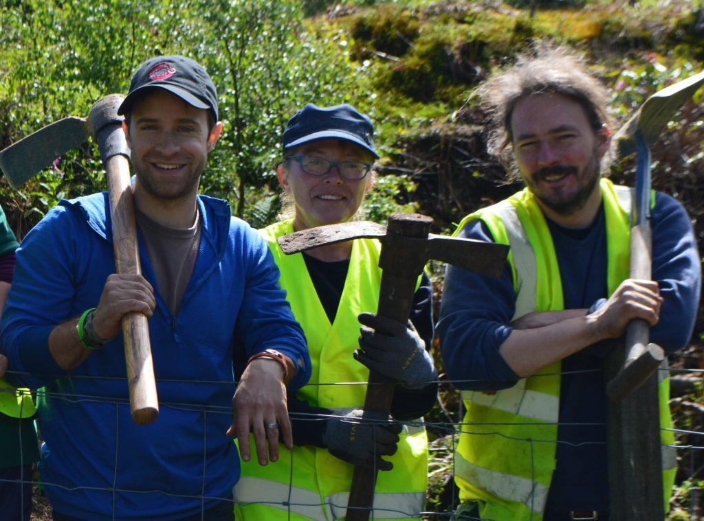 Participants in a community archaeology project on East Lomond