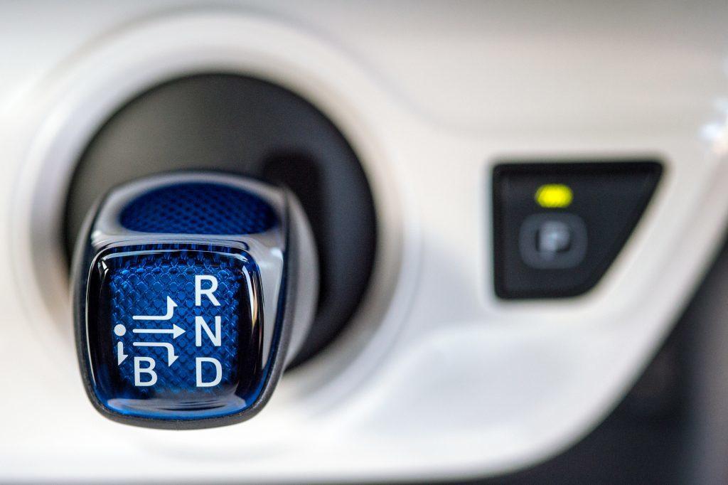 2016-Toyota-Prius-detail-11.jpg