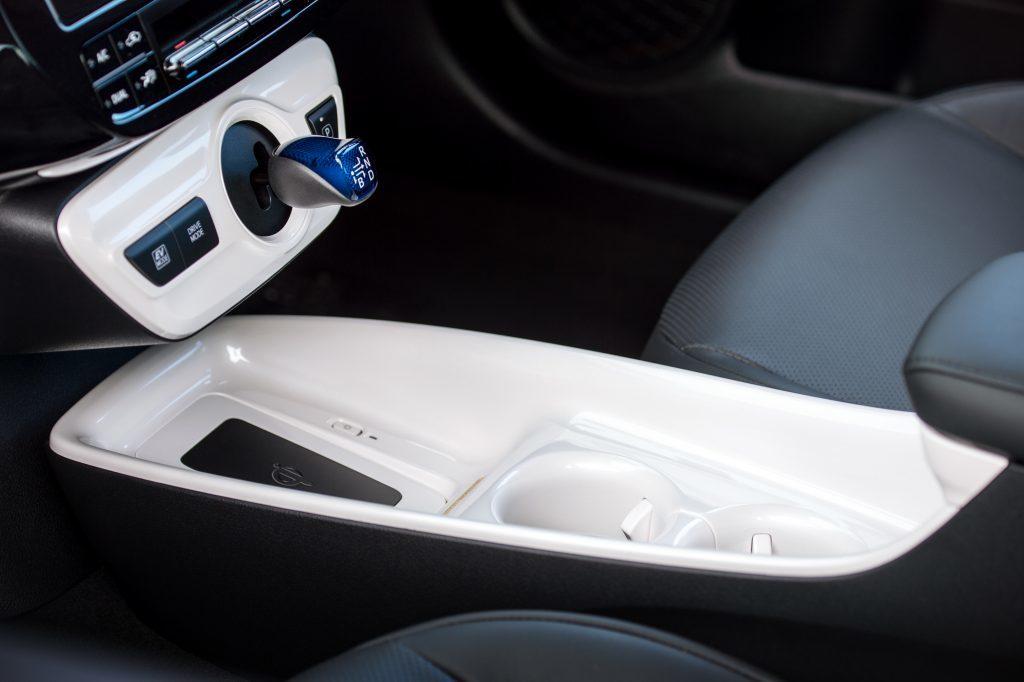 2016-Toyota-Prius-detail-13.jpg