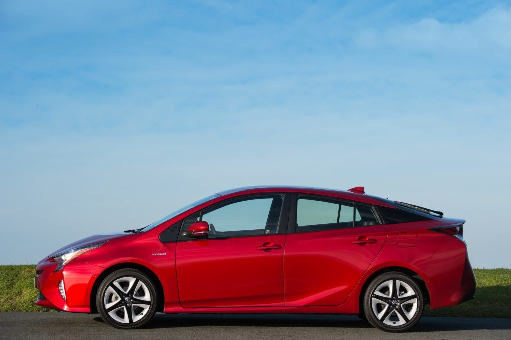 2016-Toyota-Prius-exterior-static-10.jpg