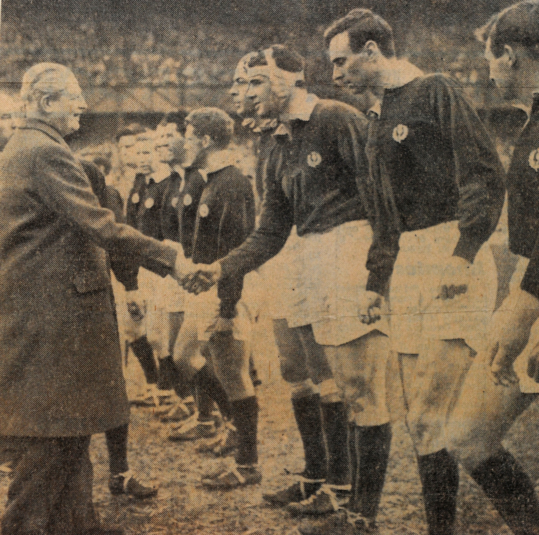 Frans shaking hands with Prime Minister Harold MacMillan before the Calcutta Cup match at Twickenham against England Frans Herman Ten Bos was an English-born rugby union footballer, of Dutch ancestry. He played for Scotland as a lock in the 1960s, and was capped seventeen times. He is arguably the most successful Dutch rugby player prior to Tim Visser and the professional era. Frans at his home near Kirriemuir. Picture Robert Perry The Scotsman 8th Nov 2012 Frans Herman Ten Bos was an English-born rugby union footballer, of Dutch ancestry. He played for Scotland as a lock in the 1960s, and was capped seventeen times. He is arguably the most successful Dutch rugby player prior to Tim Visser and the professional era. Frans at his home near Kirriemuir. Picture Robert Perry The Scotsman 8th Nov 2012