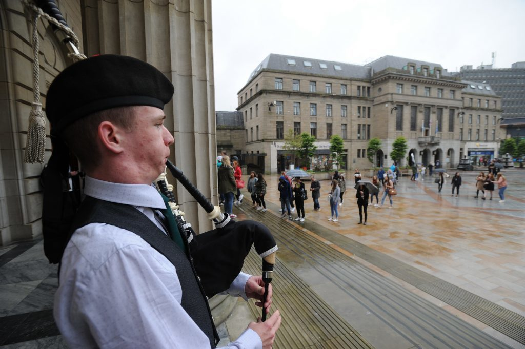Courier News - Dundee - Dundee story - the University of Dundee gave a welcome in the Caird Hall to fresher students arriving to study in the city for the first time. Picture Shows; piper Mark Donnachie plays as the students arrive, City Square, Dundee, Monday 05 September 2016