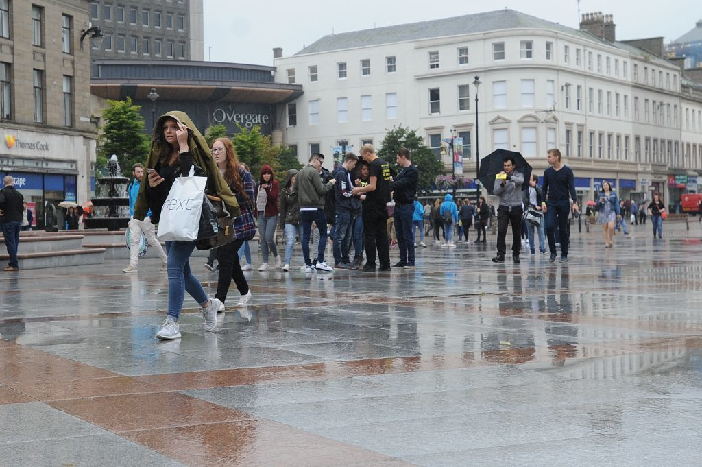 Courier News - Dundee - Dundee story - the University of Dundee gave a welcome in the Caird Hall to fresher students arriving to study in the city for the first time. Picture Shows;it was a damp welcome for the students, City Square, Dundee, Monday 05 September 2016