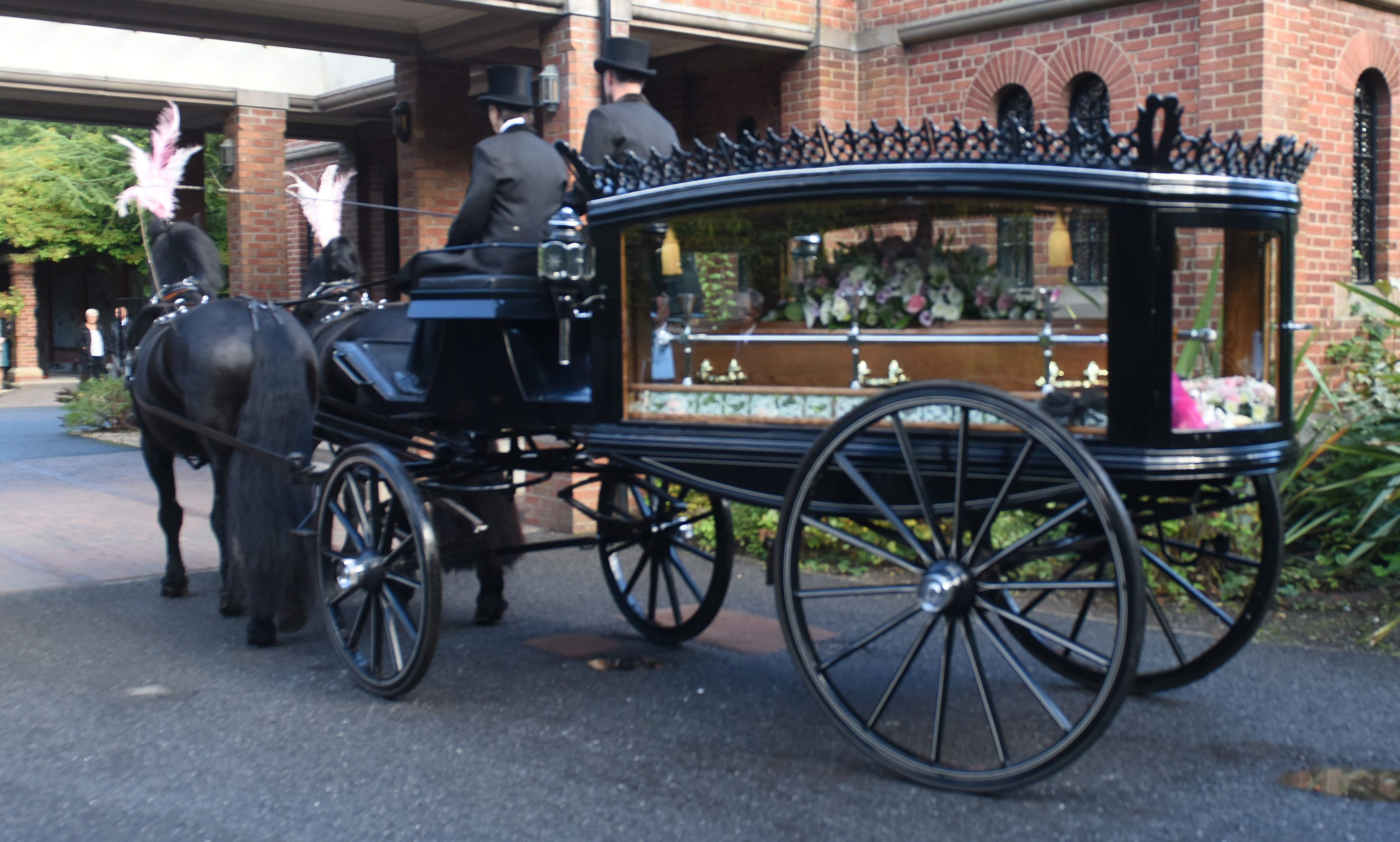 The horse-drawn hearse arrives at Dundee Crematorium.