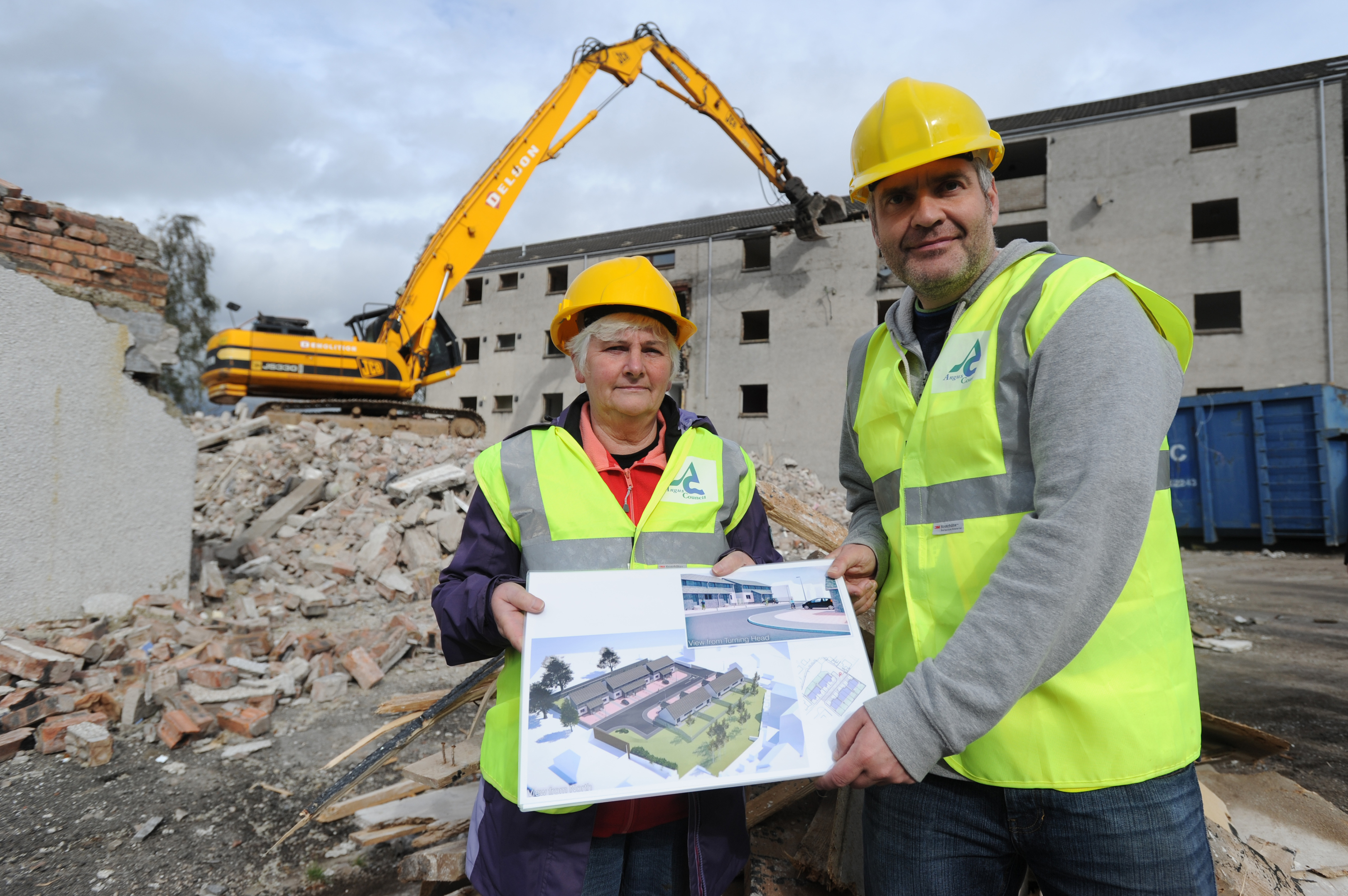Councillors Donald Morrison and Jeanette Gaul at the site in Viewmount, Forfar.