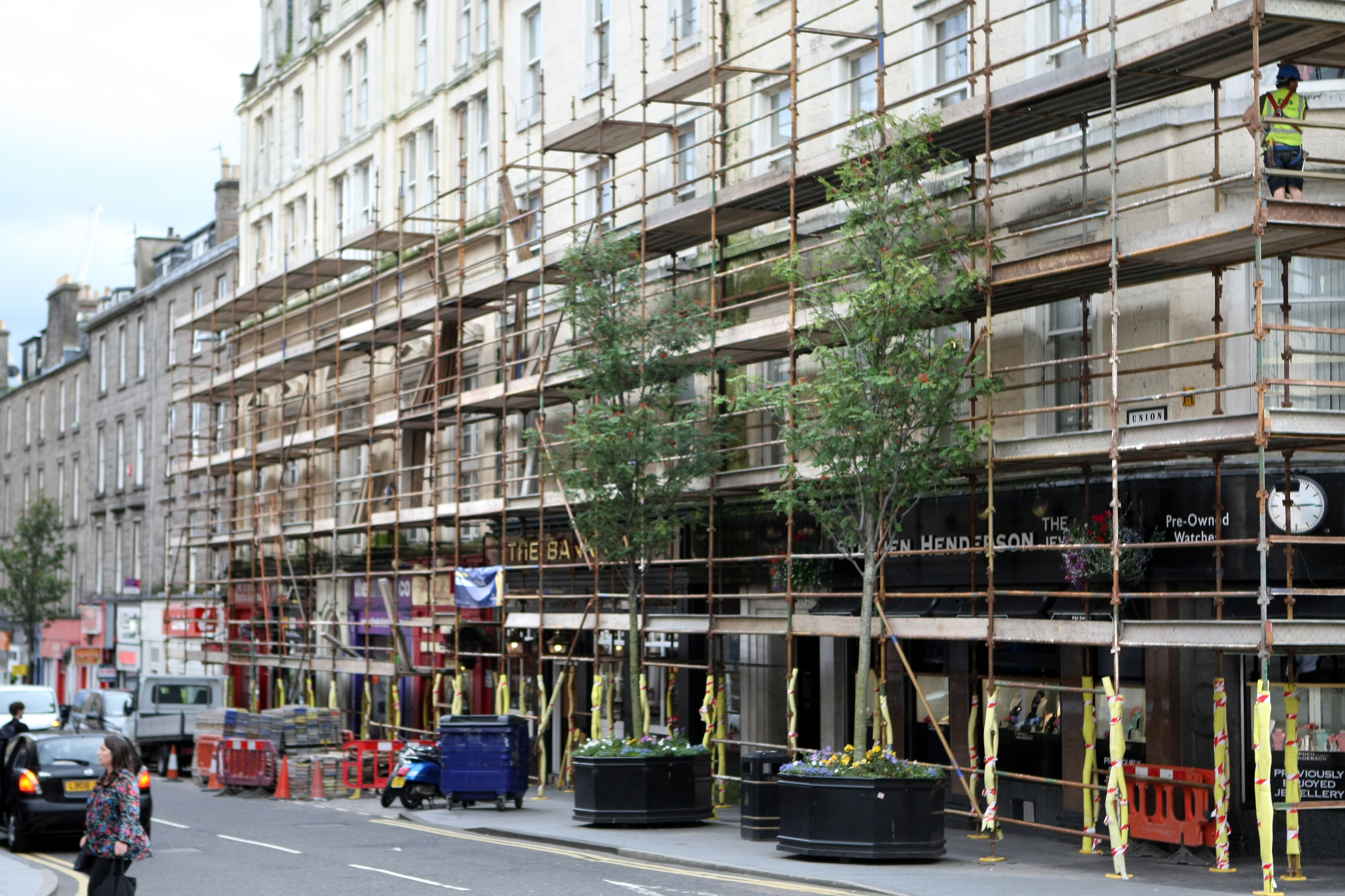 Businesses in Union Street, Dundee have been left angry after scaffolding was erected outside properties without any warning