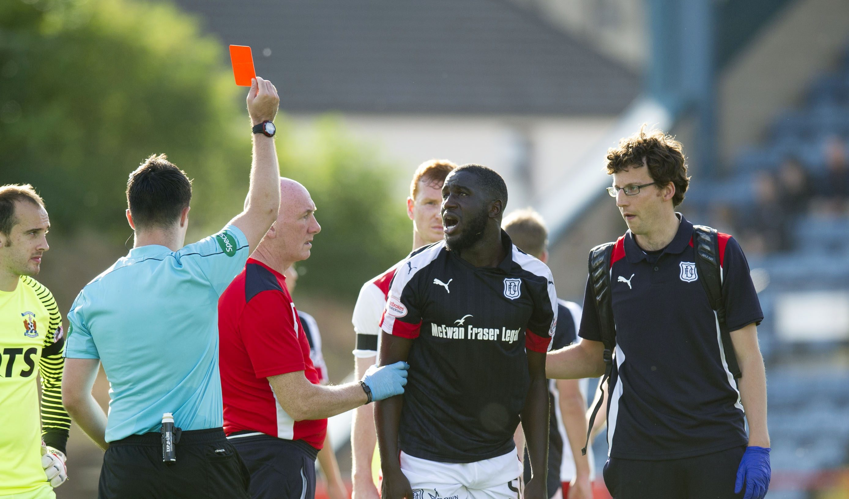 Kevin Gomis is red carded.