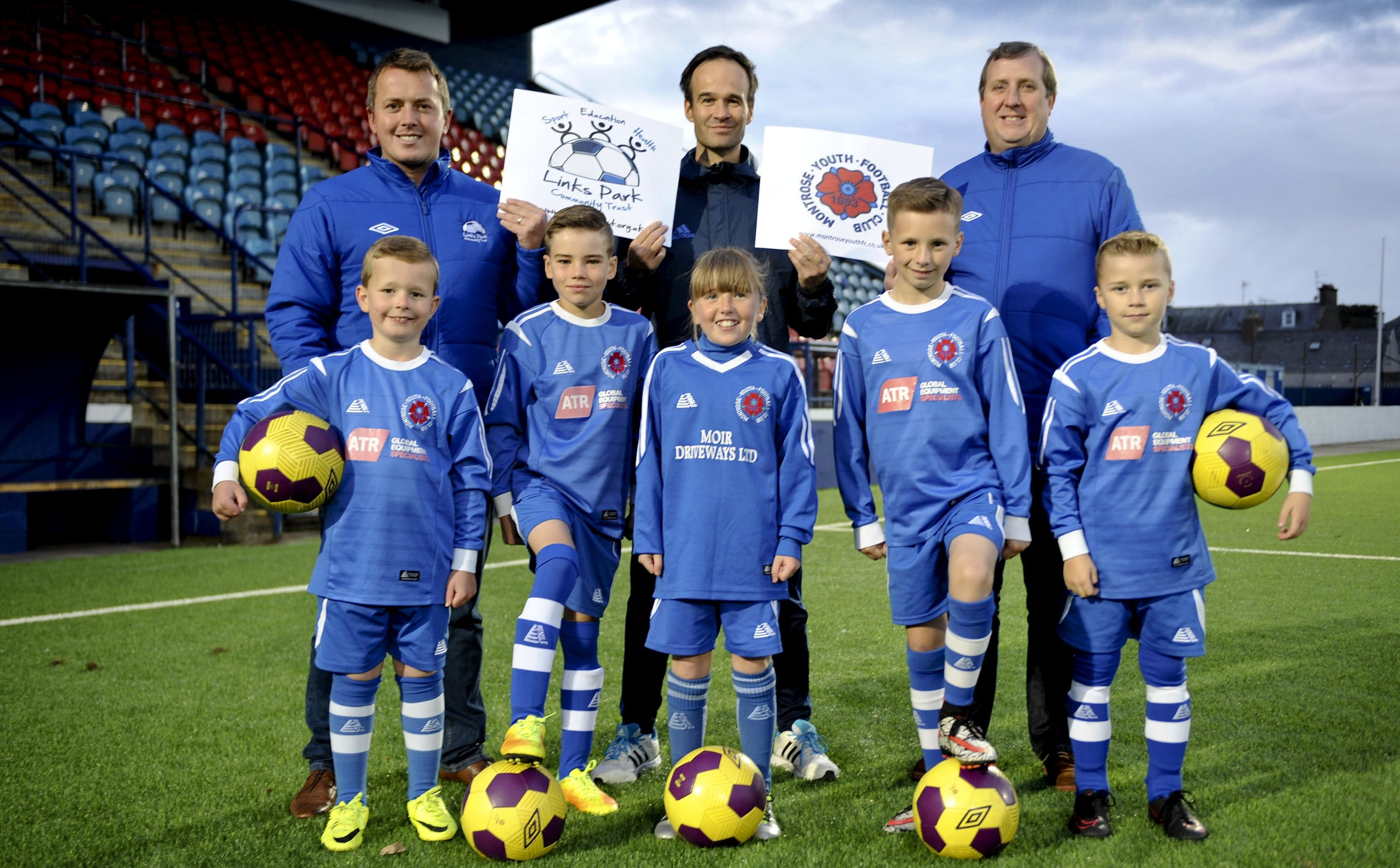 Peter Davidson (LPCT),  Kevin Lee (SFA) and Lee Walker (Montrose Youth) with some of the younger members of Montrose Youth