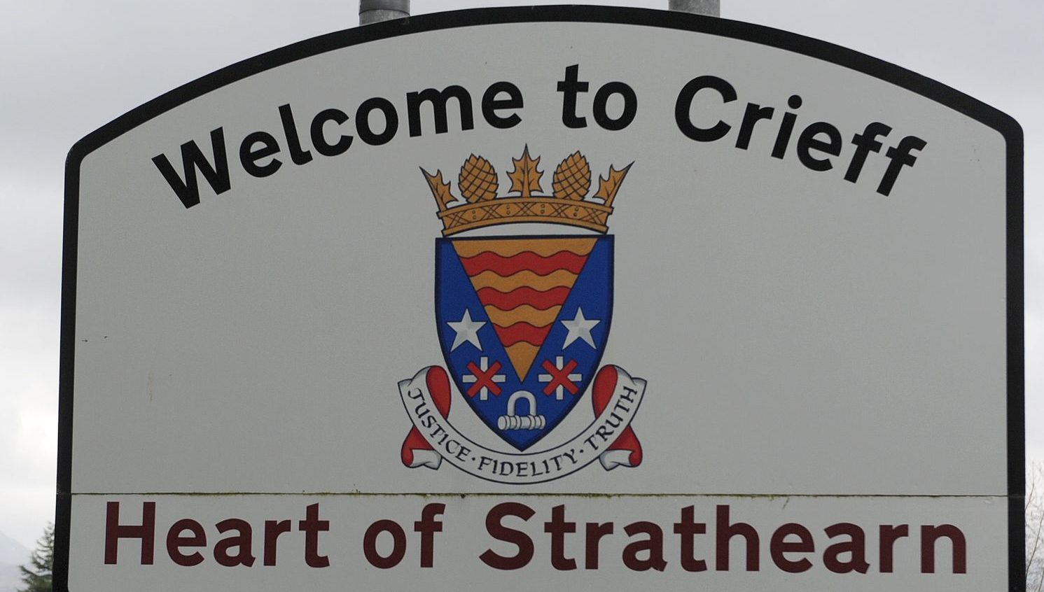 A road sign at an entrance to Crieff.