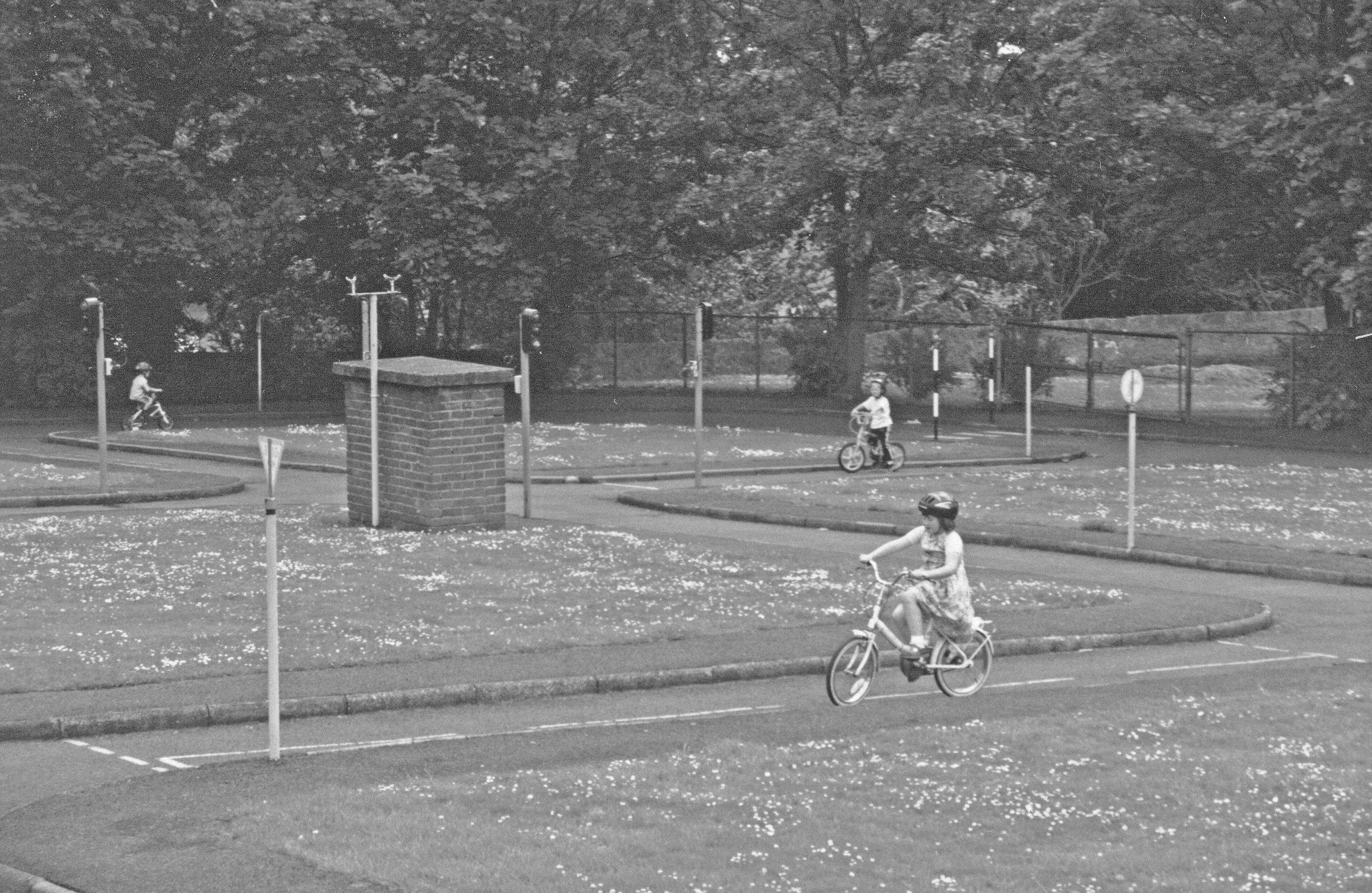 An area with a 'Road Layout' on which children could be given instruction on Road Safety was provided in Pittencrieff Park in 1950.