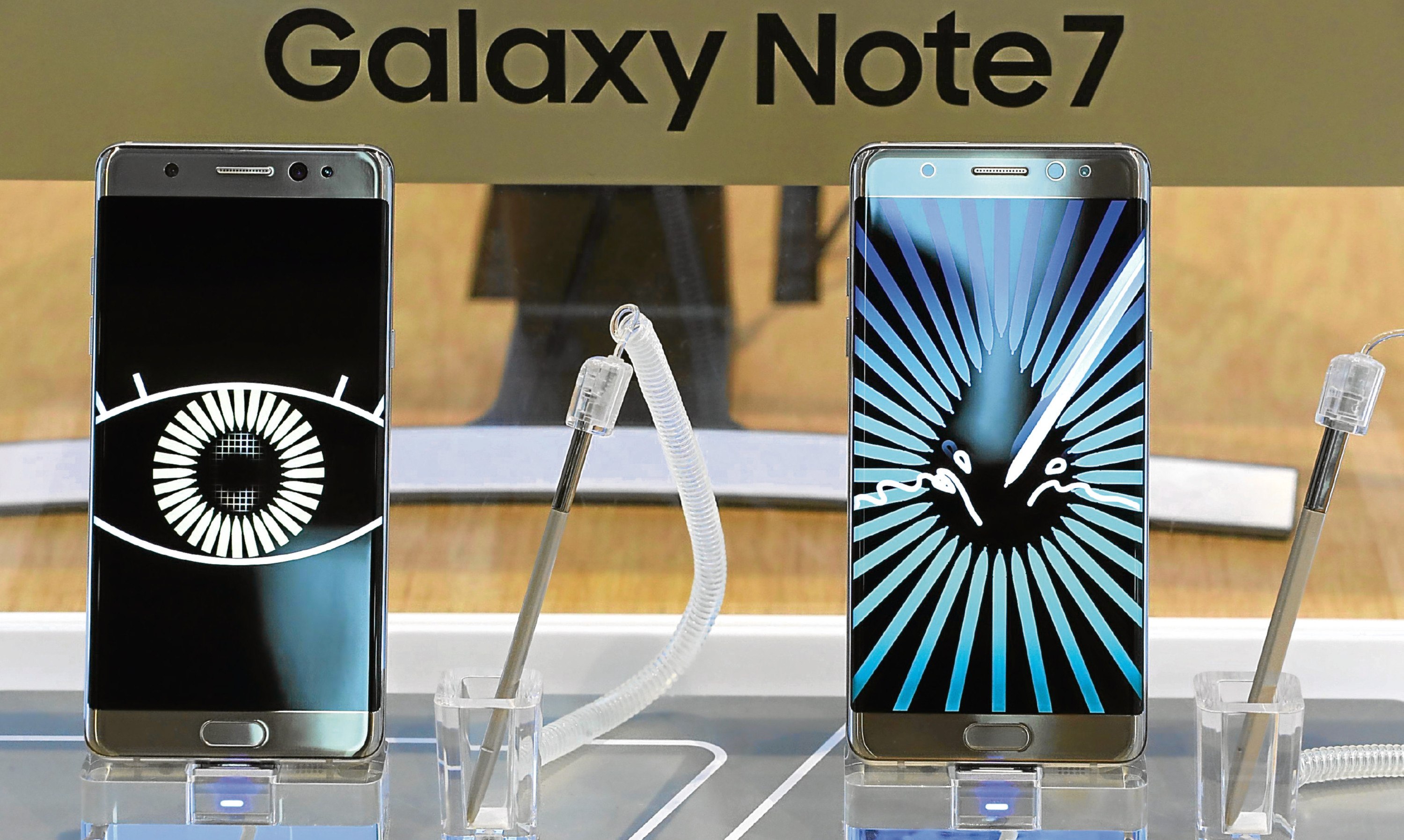 Samsung Electronics Galaxy Note 7 smartphones are displayed at its shop.