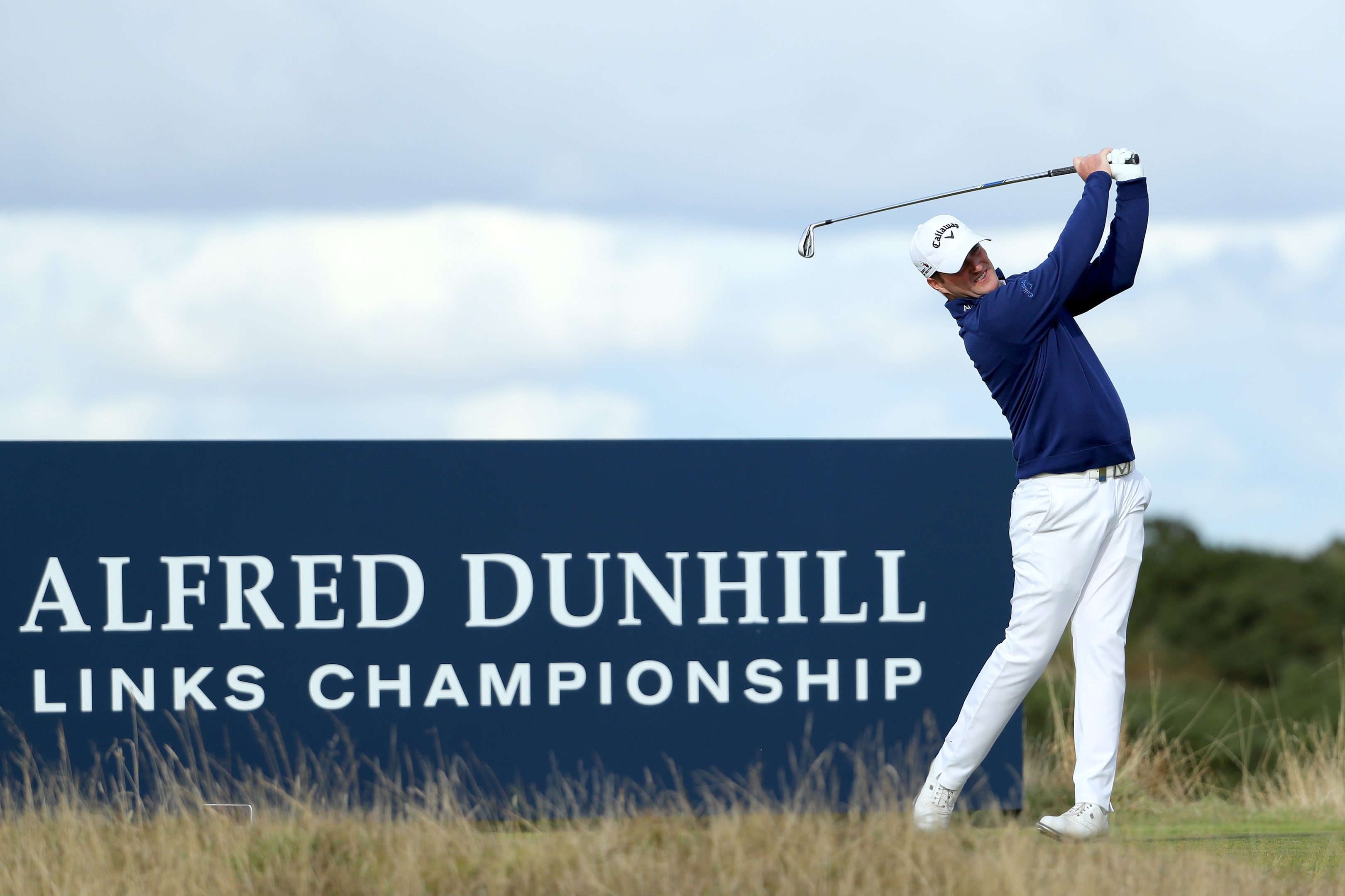 Marc Warren rose to the occasion on the Old Course to make sure of his playing rights on the European Tour.