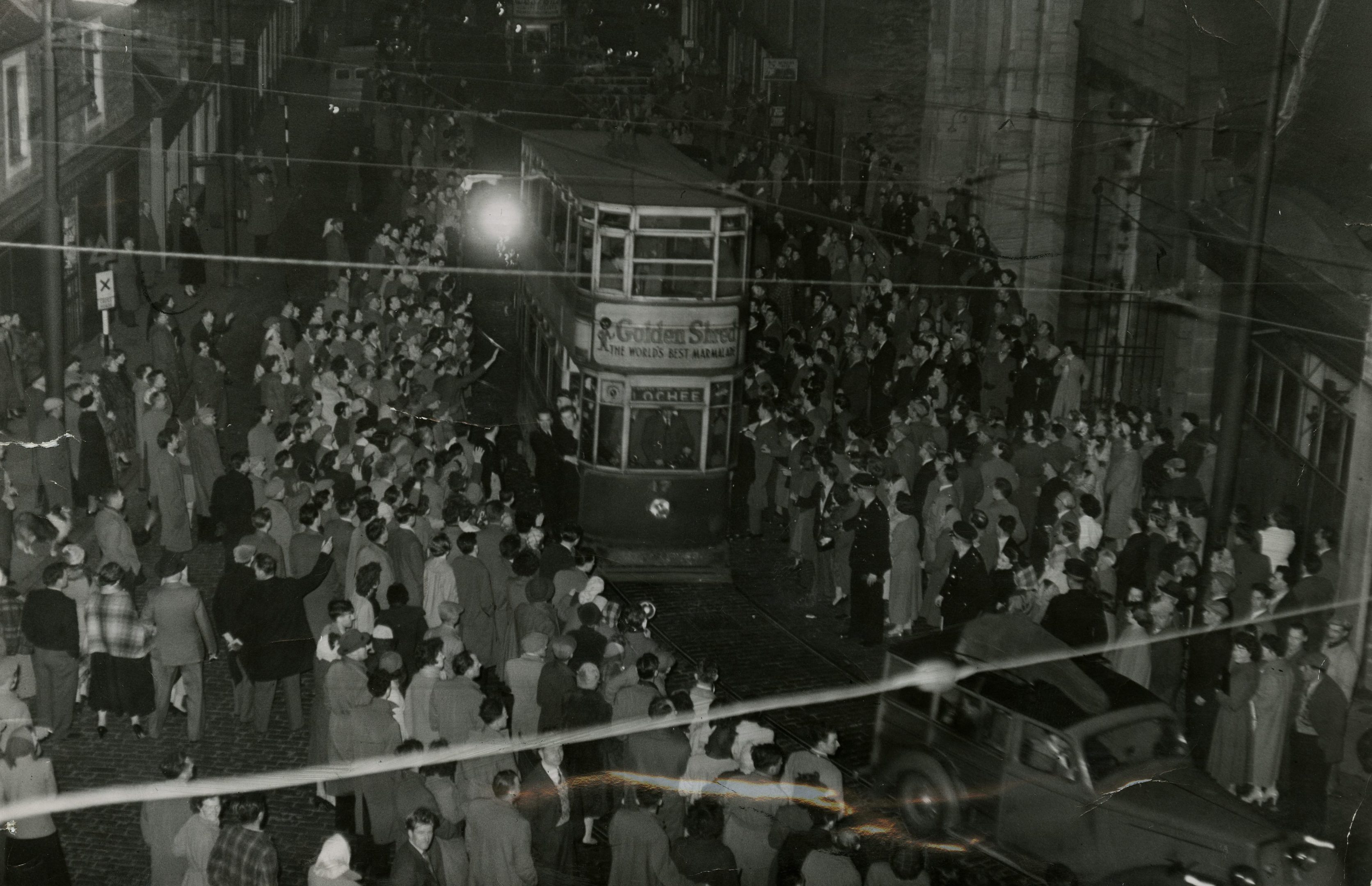 The crowd which witnessed the final tram journey in Dundee.