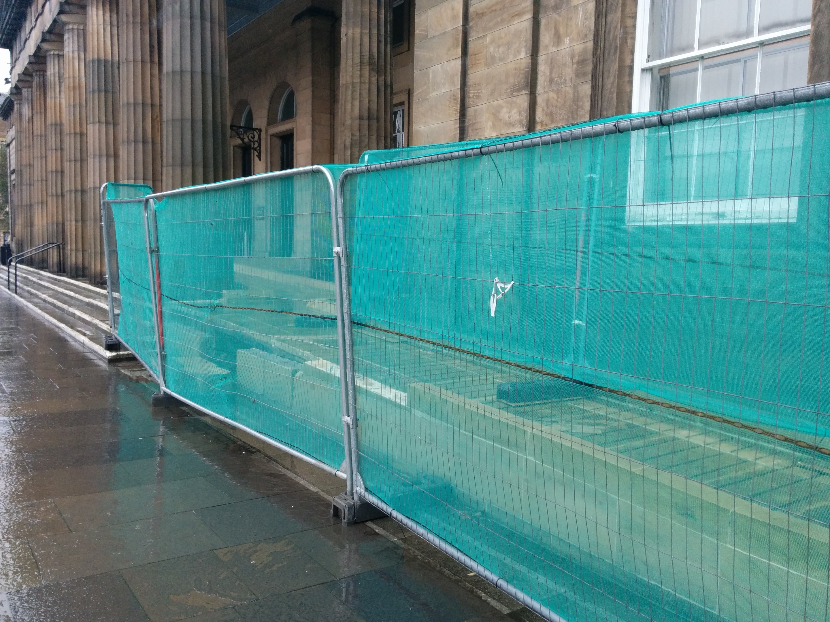 A temporary fence encloses the disabled ramp at Perth Sheriff Court.