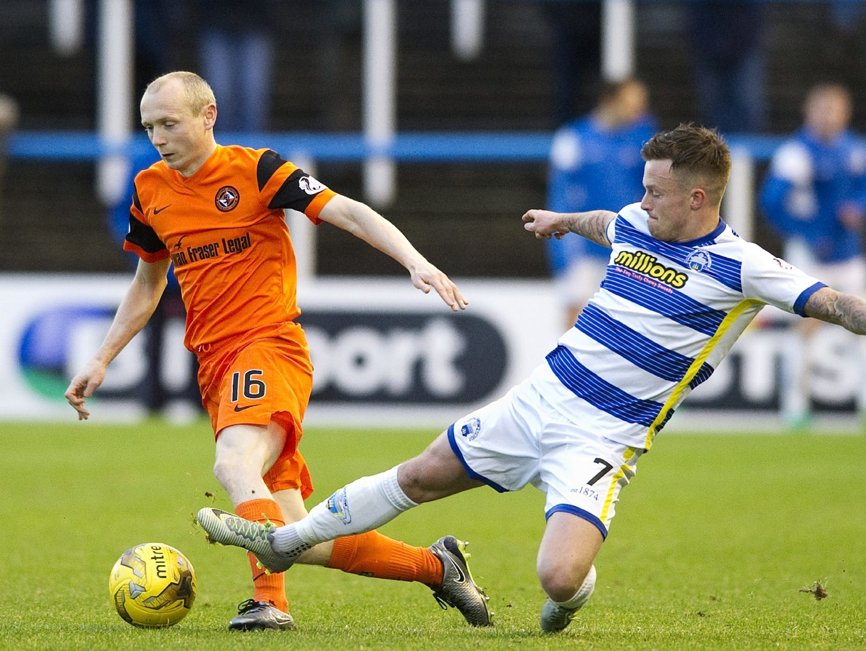 Willo Flood of United is challenged by Gary Oliver.
