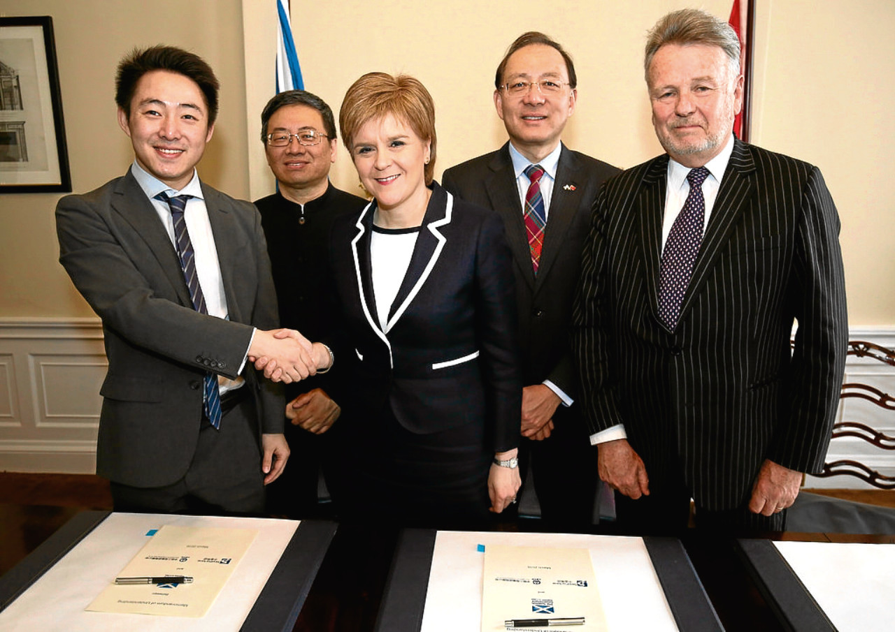 First Minister Nicola Sturgeon signing the memorandum of understanding with Chinese investors.