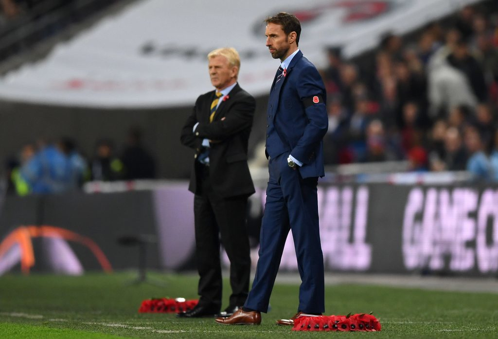 The two national managers also sported poppies.