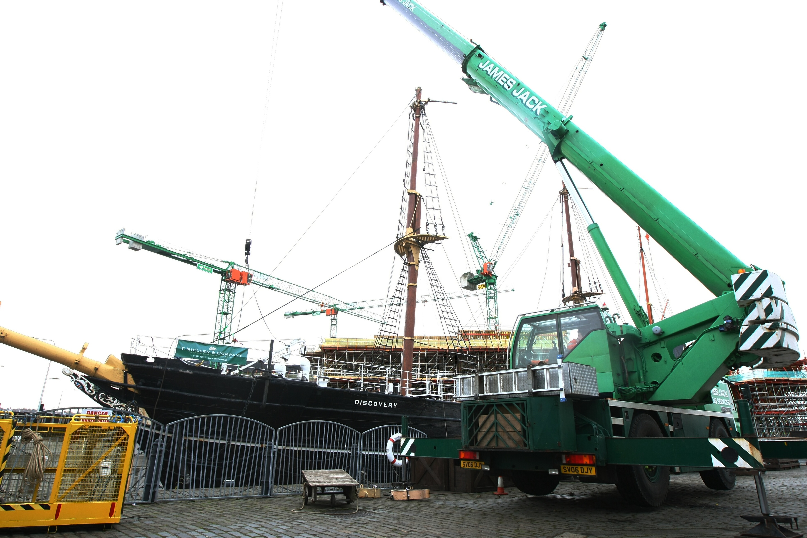 Discovery's masts being removed earlier in November.