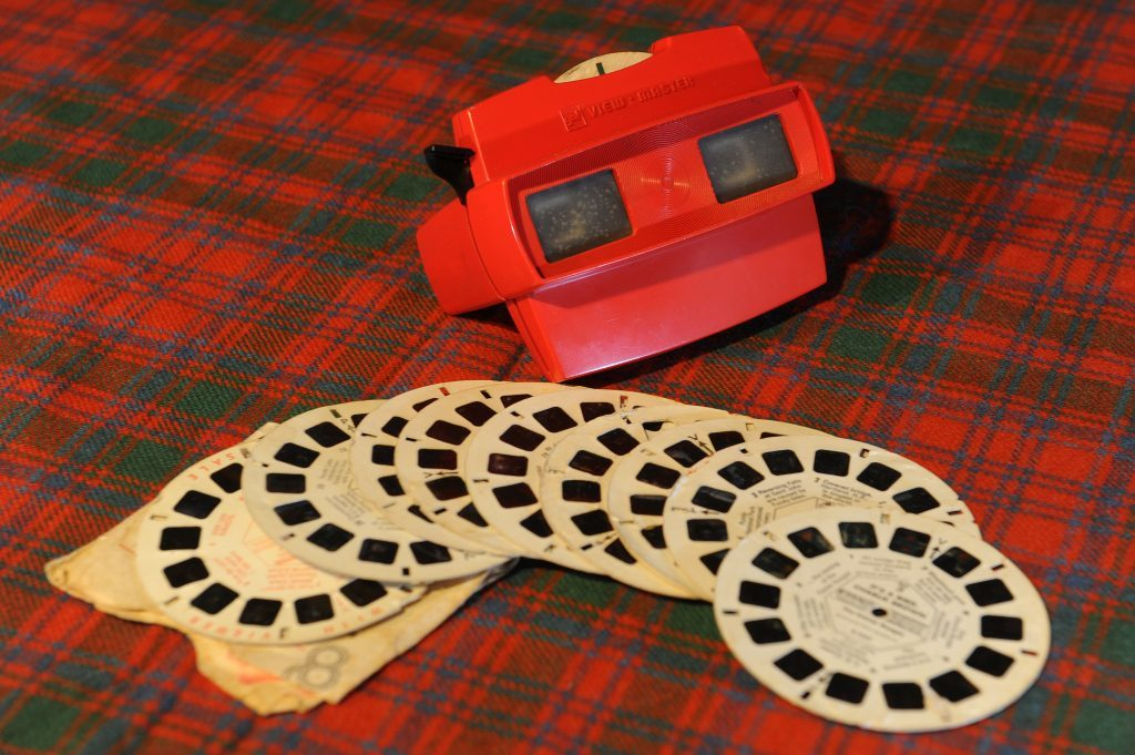 A 3D Viewmaster.
