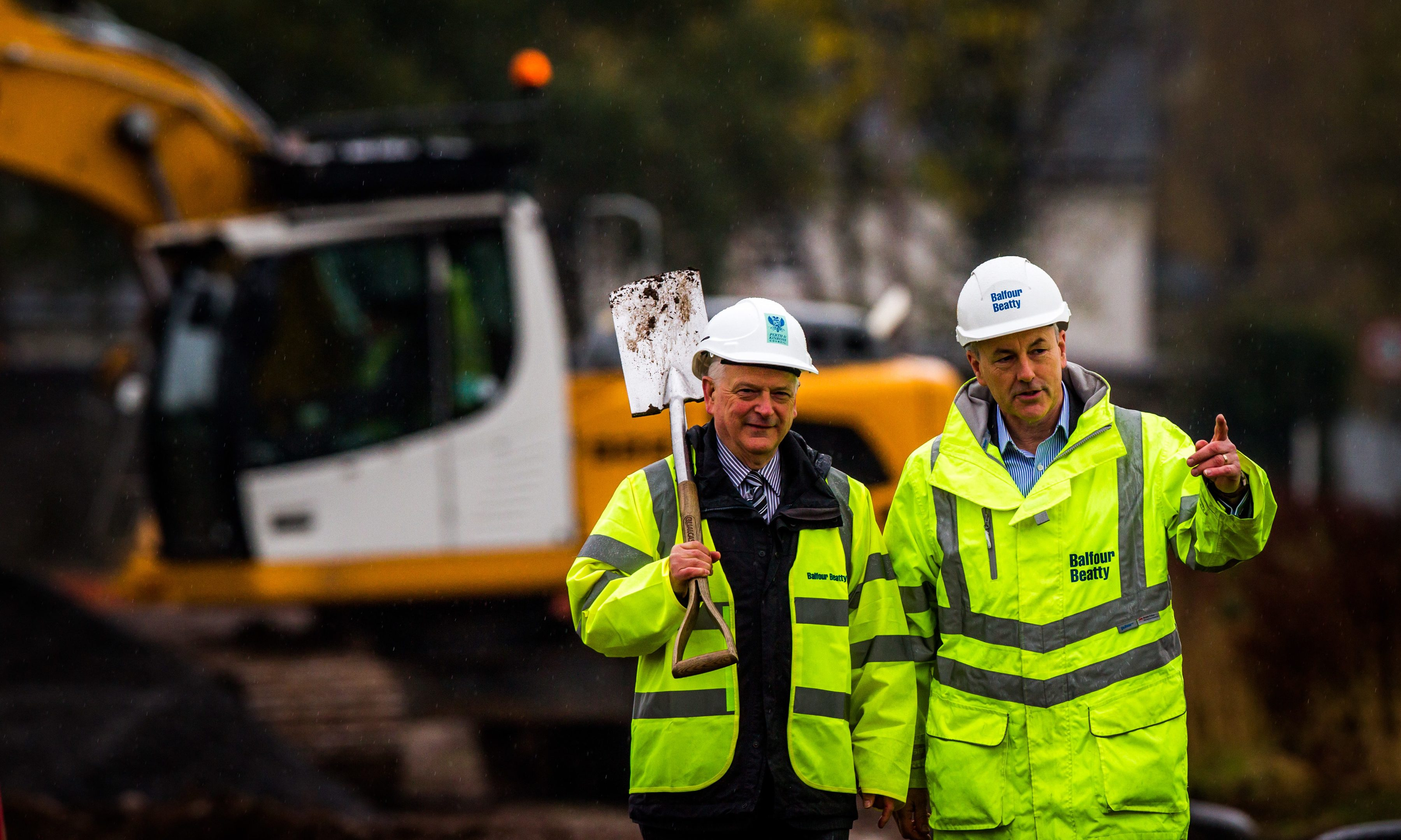 Councillor Ian Miller (Leader of Perth & Kinross Council) and (right) Hector MacAulay (Balfour Beatty Regional Managing Director, Scotland) on site. Site off Ruthvenfield Road, Inveralmond Industrial Estate, Perth.