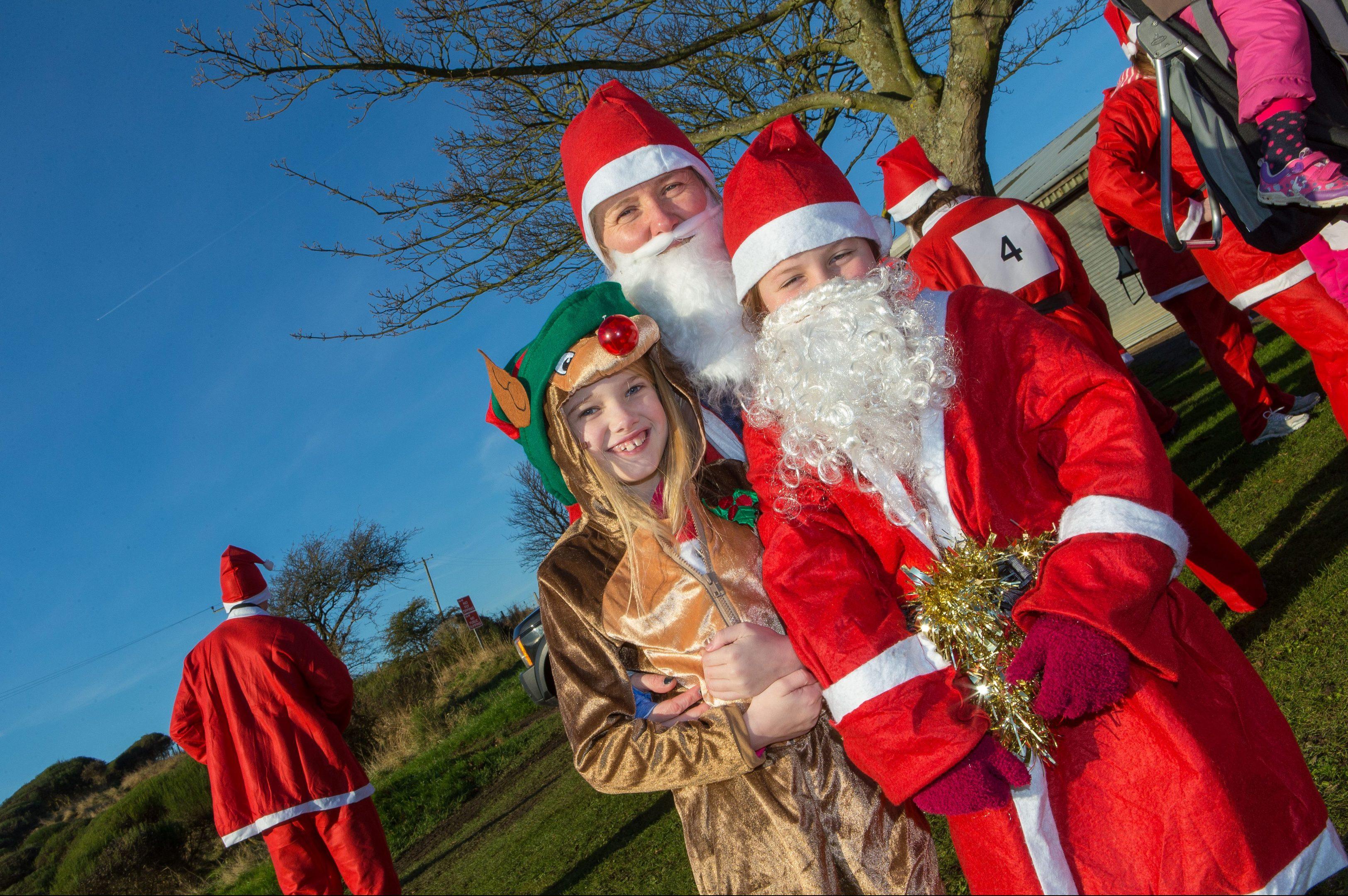 Fiona MacTaggart with kids Mairi MacTaggart, 8, and Evie Sakes ,9,  at the Santa Fun Run in Kinghorn.